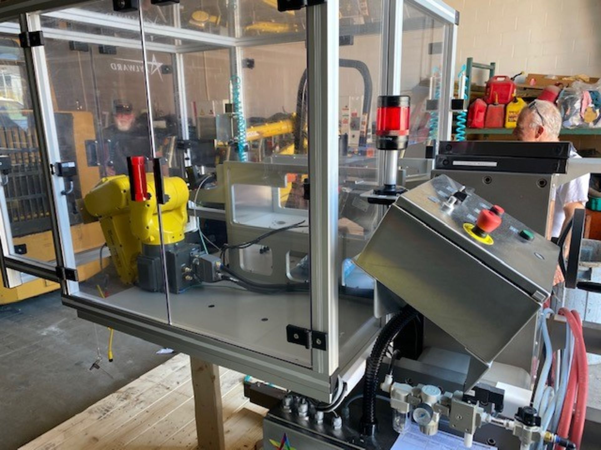 FANUC ROBOTIC VIBRATORY CELL LR MATE 200iD/4S WITH R30iB CONTROL AND ALLEN BRADLEY PLC HIM SN 176518 - Image 2 of 8