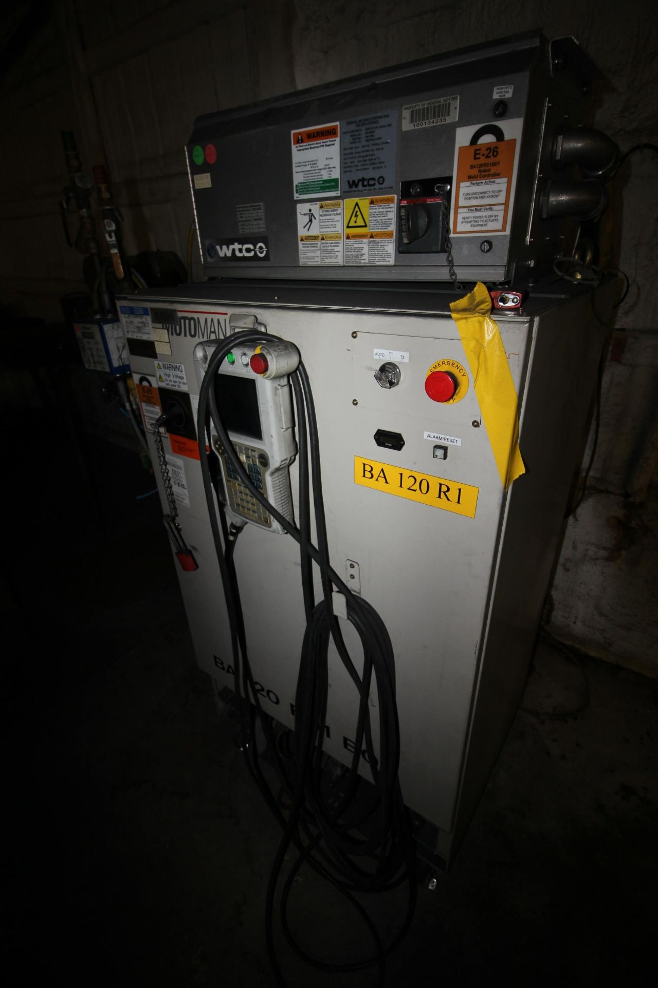 MOTOMAN ROBOT ES200N, NX100 CONTROL, SN S5M259-1-4, YEAR 12/05, CABLES AND TEACH PENDANT - Image 8 of 11