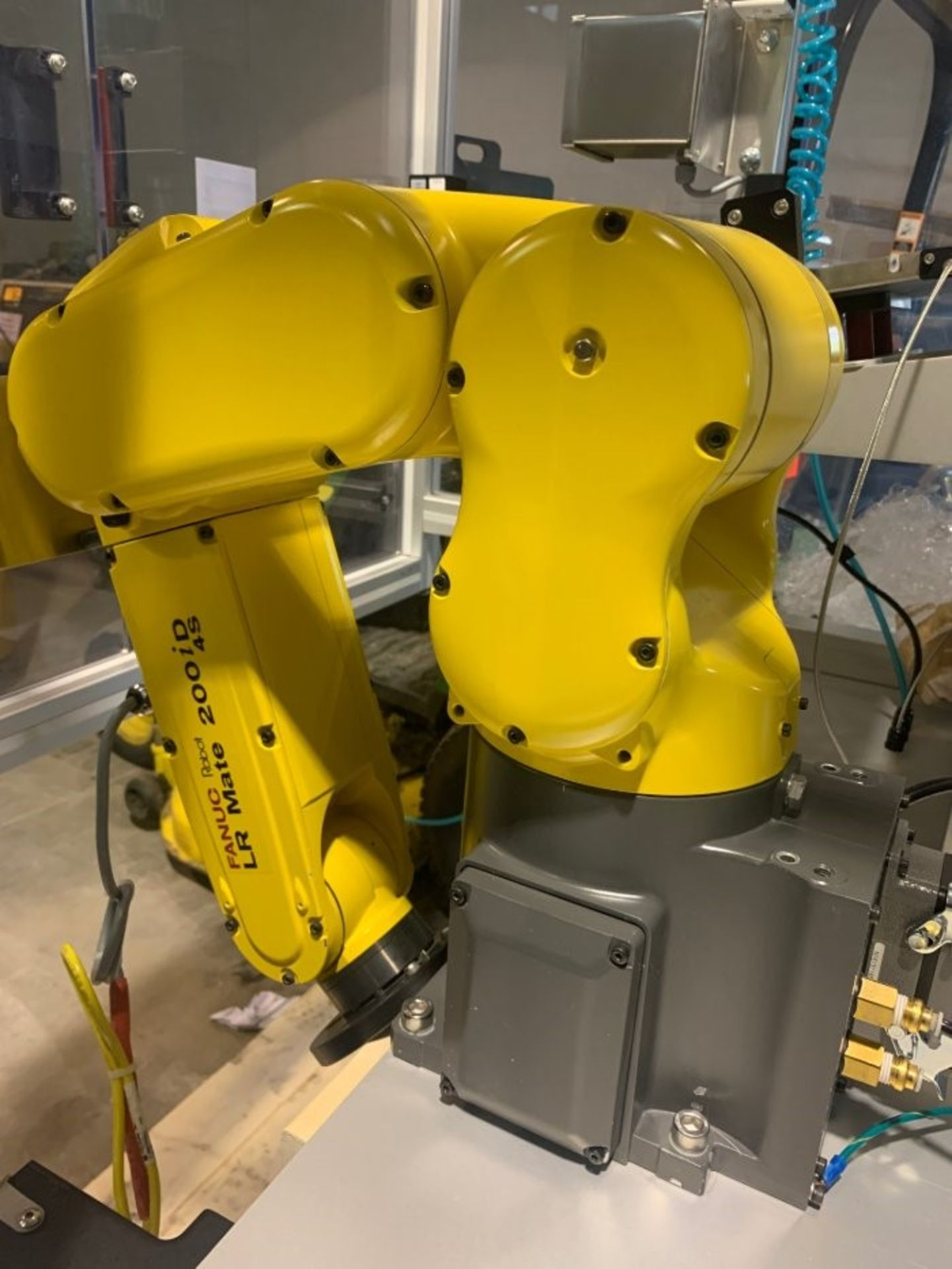 FANUC ROBOTIC VIBRATORY CELL LR MATE 200iD/4S WITH R30iB CONTROL AND ALLEN BRADLEY PLC HIM SN 176518 - Image 4 of 8