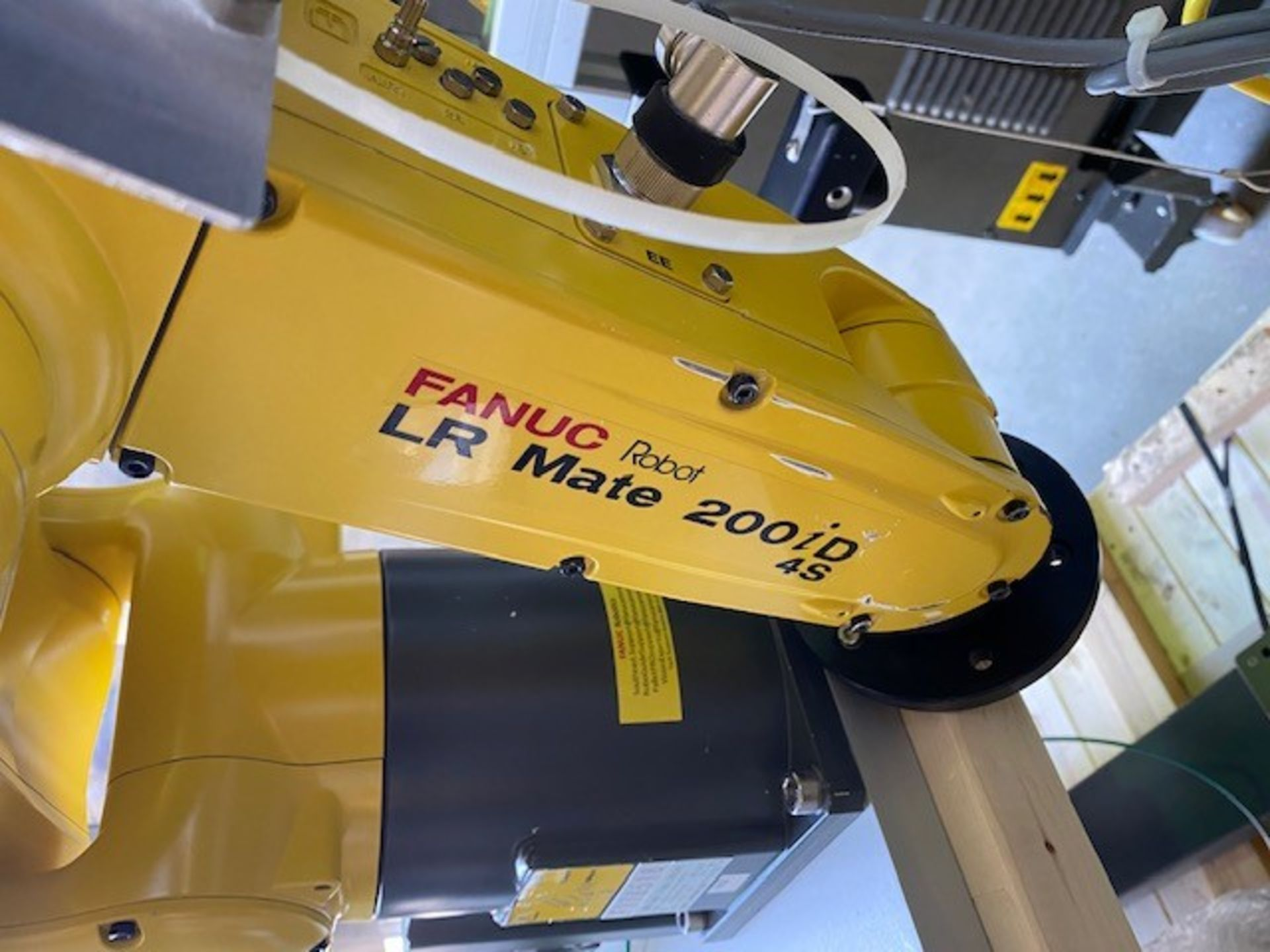 FANUC ROBOTIC VIBRATORY CELL LR MATE 200iD/4S WITH R30iB CONTROL AND ALLEN BRADLEY PLC HIM SN 176518 - Image 5 of 8