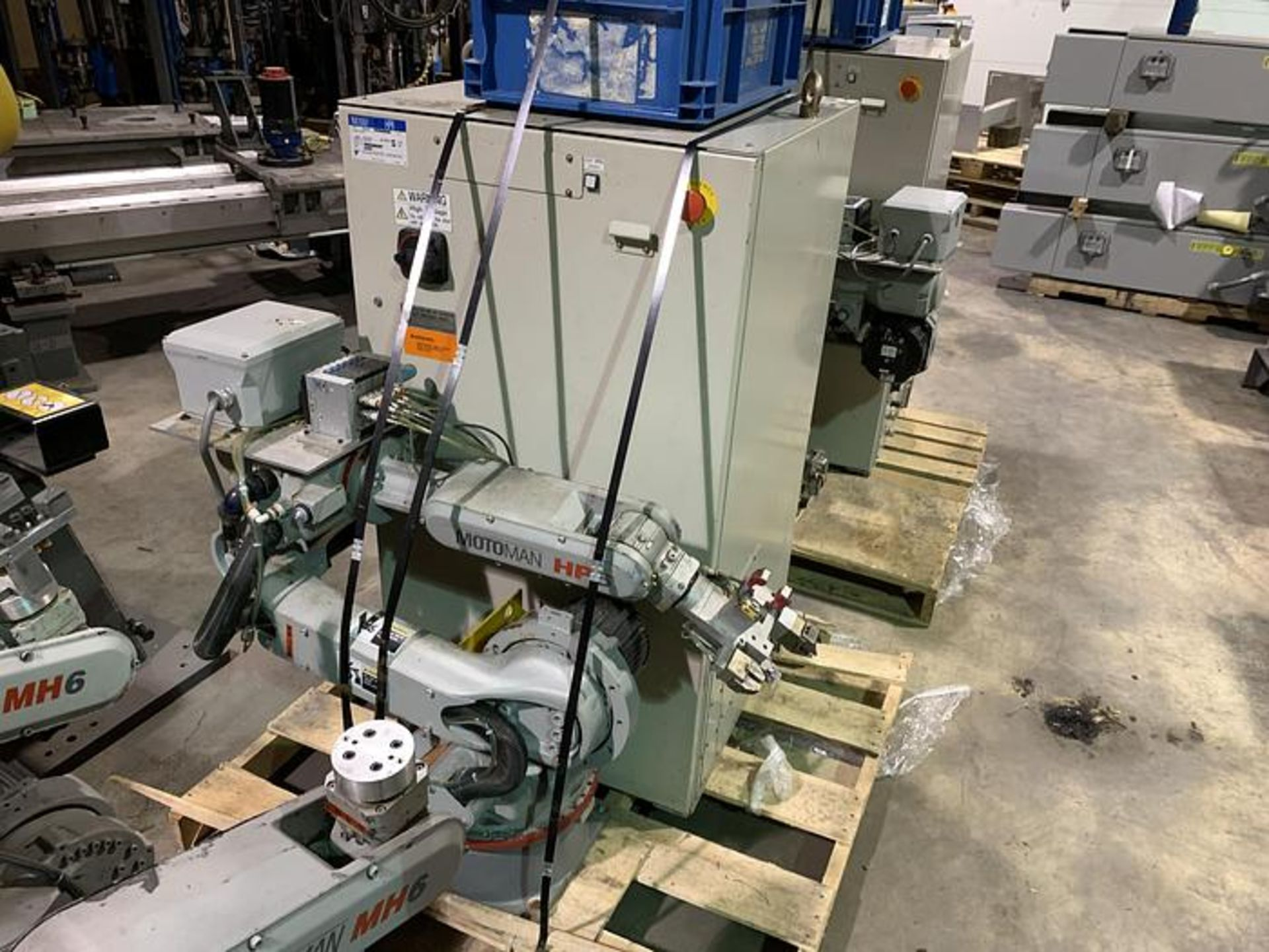 MOTOMAN ROBOT HP6 6KG X 1378 MM REACH NX100 CONTROLLER, CABLES & TEACH, SN S4M230-1-6, YEAR 04/2005 - Image 2 of 3
