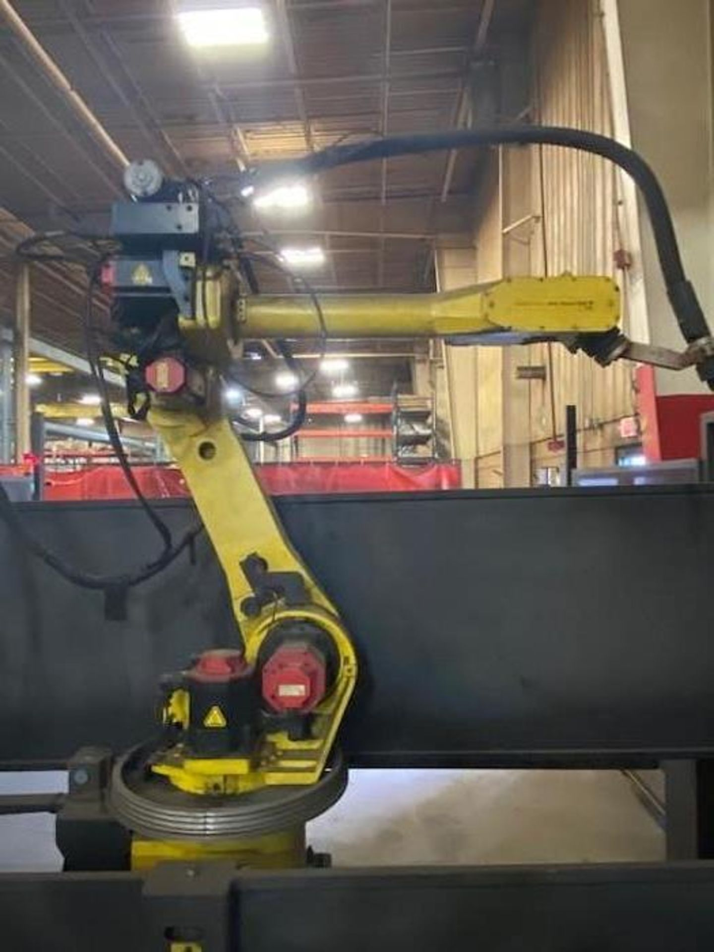 FANUC/LINCOLN DUAL TRUNION WELD CELL, FANUC ROBOT ARCMATE 120iB/10L WITH R-J3iB CONTROL - Image 3 of 11