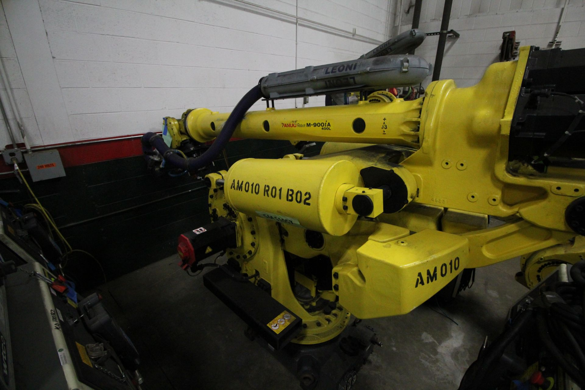 FANUC ROBOT M-900iA/400L WITH R-30iA CONTROLLER, TEACHPENDANT AND CABLES, SN 153431, YEAR 2014 - Image 2 of 11