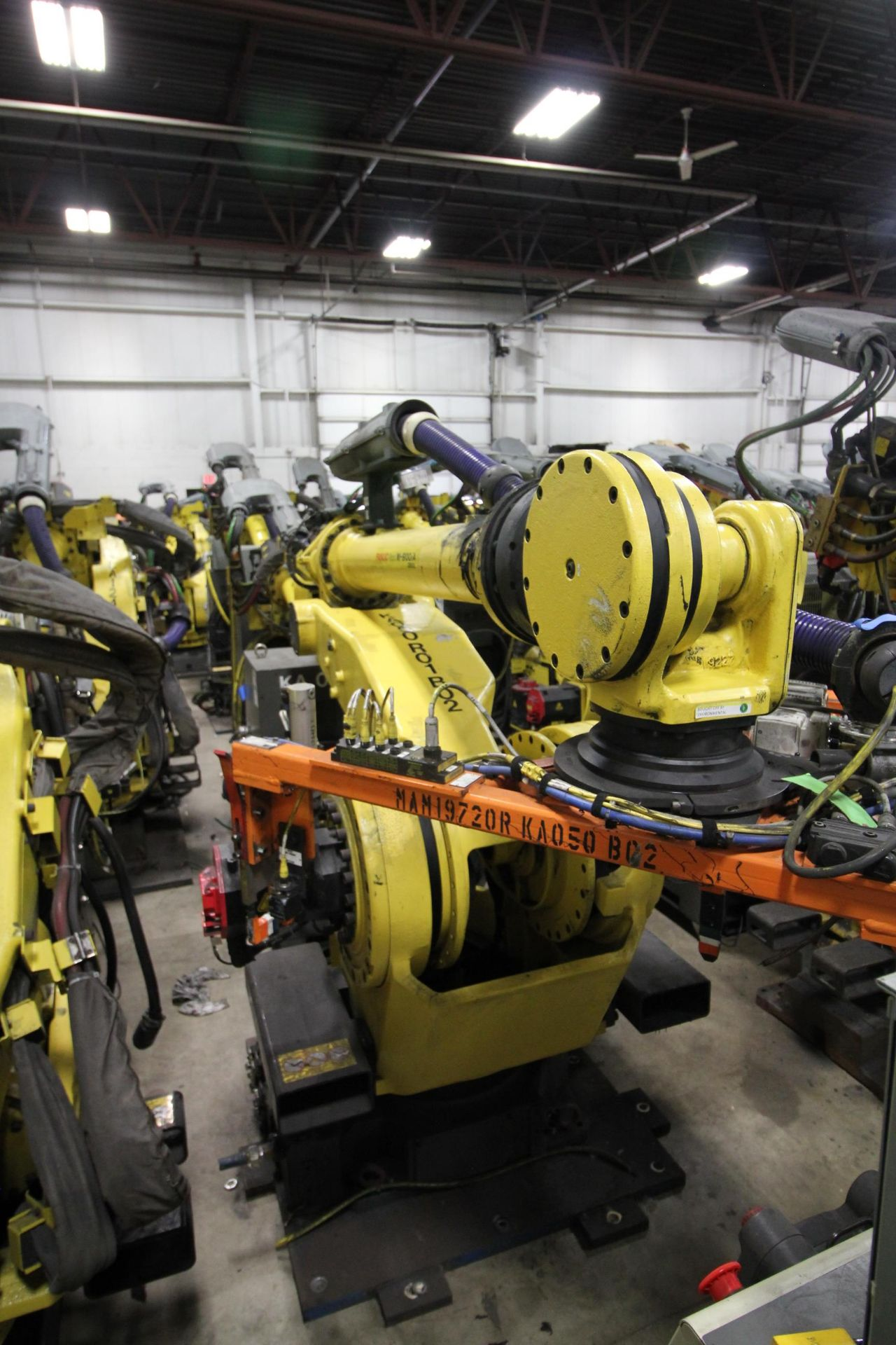 FANUC ROBOT M900iA/260L WITH R-30iA CONTROL, CABLES & TEACH PENDANT, SN 97368, YEAR 2009 - Image 3 of 9