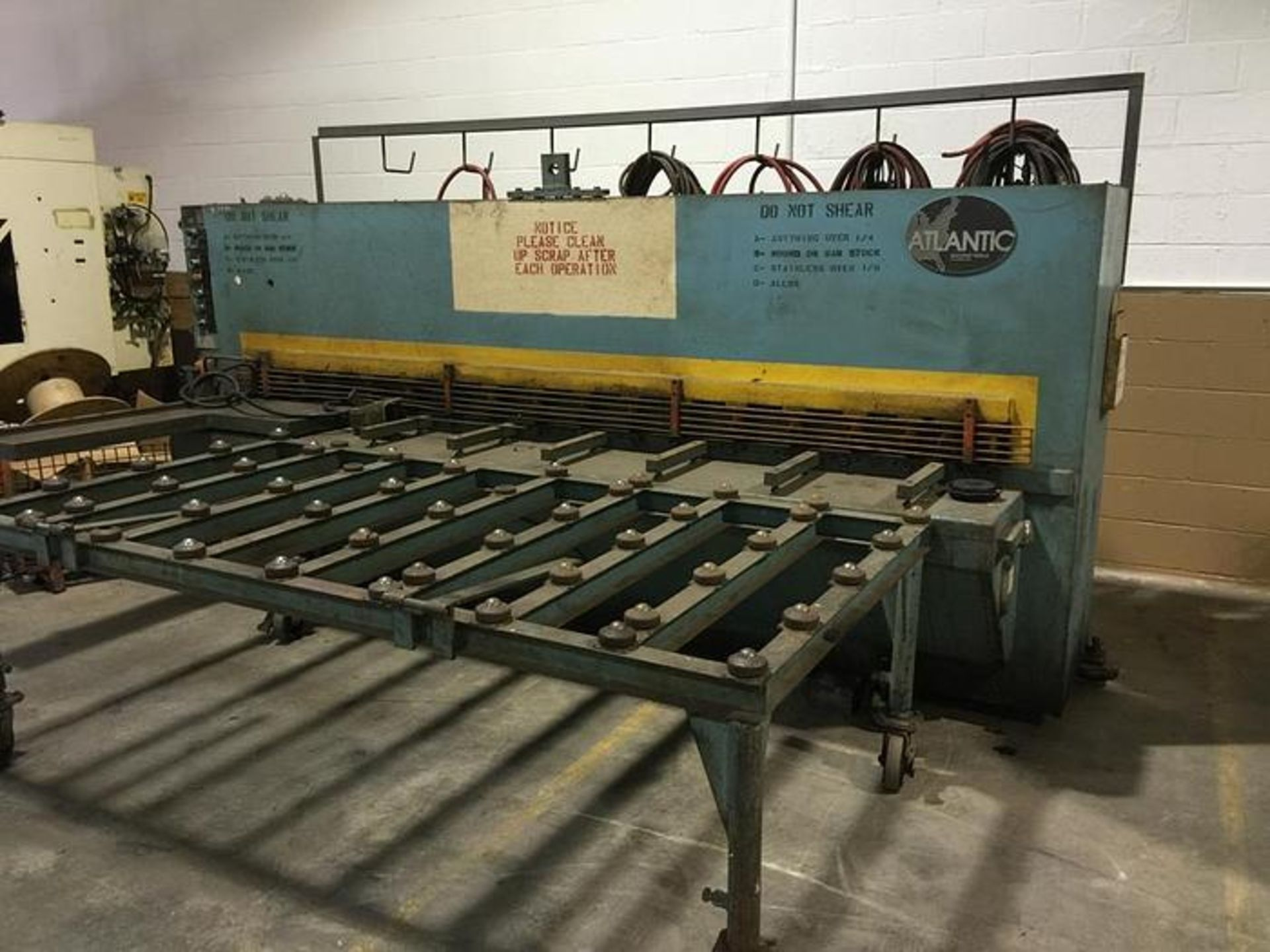 "ATLANTIC 10' X 1/4"" COST CUTTER HYDRAULIC POWER SQUARING SHEAR, SN 80-00-68 - Image 2 of 5"