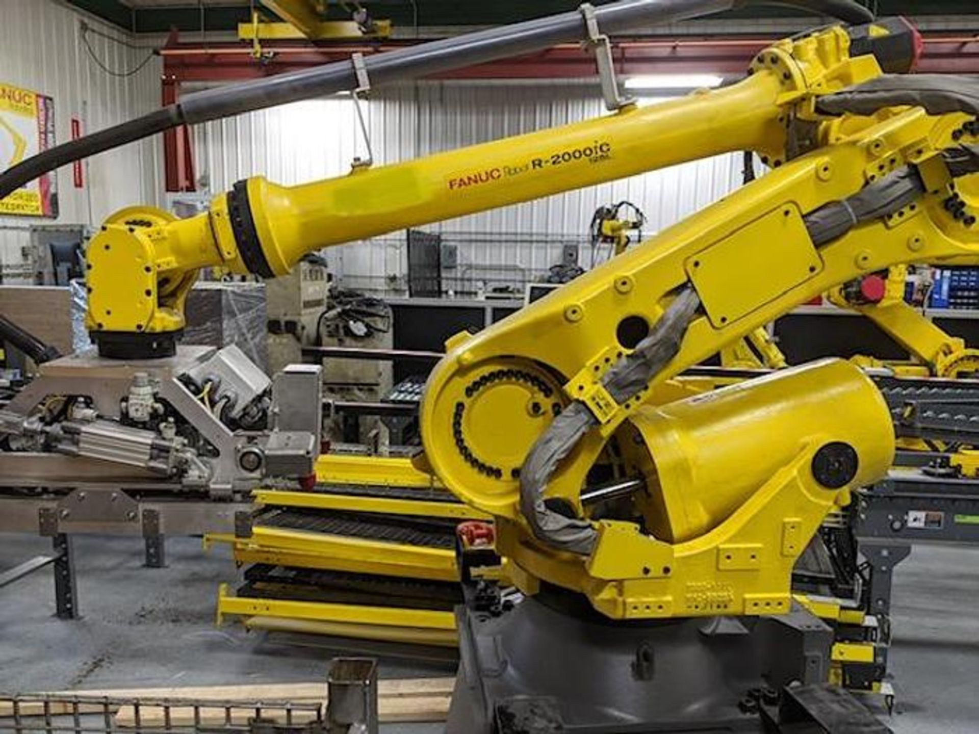 FANUC R2000iC/125L 6 AXIS CNC ROBOT WITH R30iB CONTROLLER, IR VISION, CABLES & REACH - Image 14 of 17