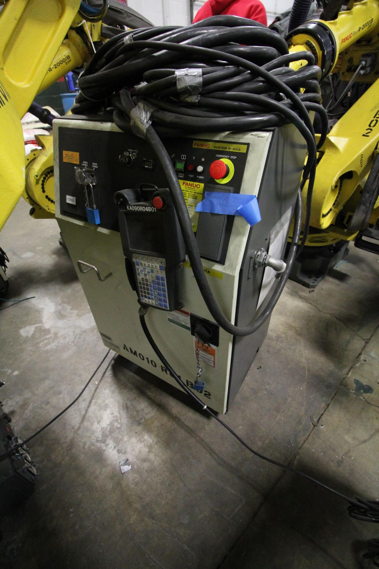 FANUC ROBOT M-900iA/400L WITH R-30iA CONTROLLER, TEACHPENDANT AND CABLES, SN 153431, YEAR 2014 - Image 5 of 11
