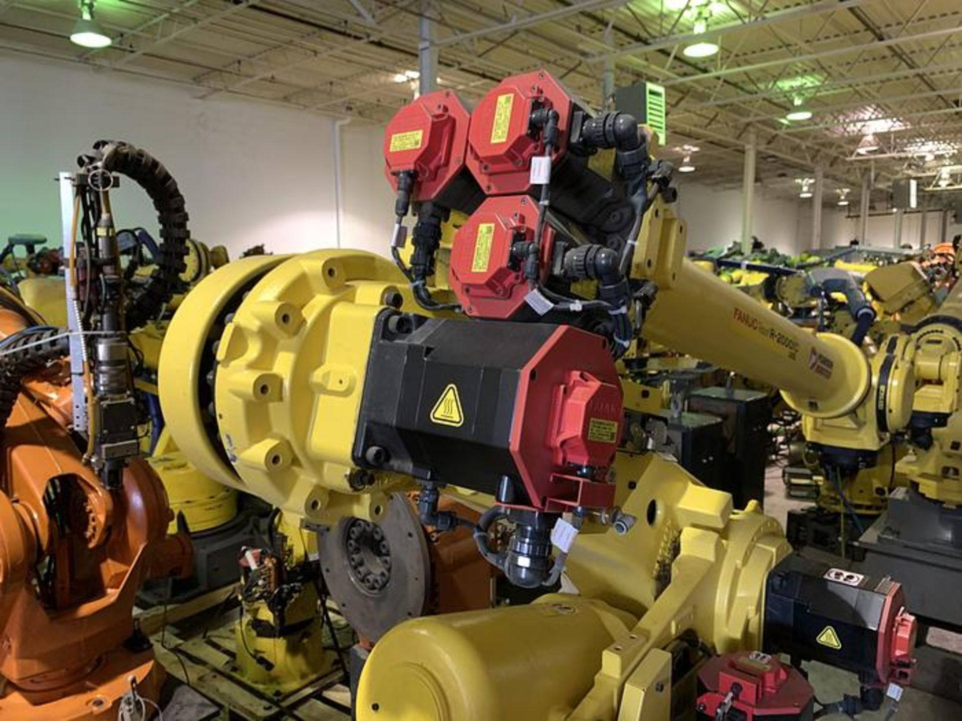 FANUC R2000iC/125L 6 AXIS CNC ROBOT WITH R30iB CONTROLLER, IR VISION, CABLES & REACH - Image 4 of 17