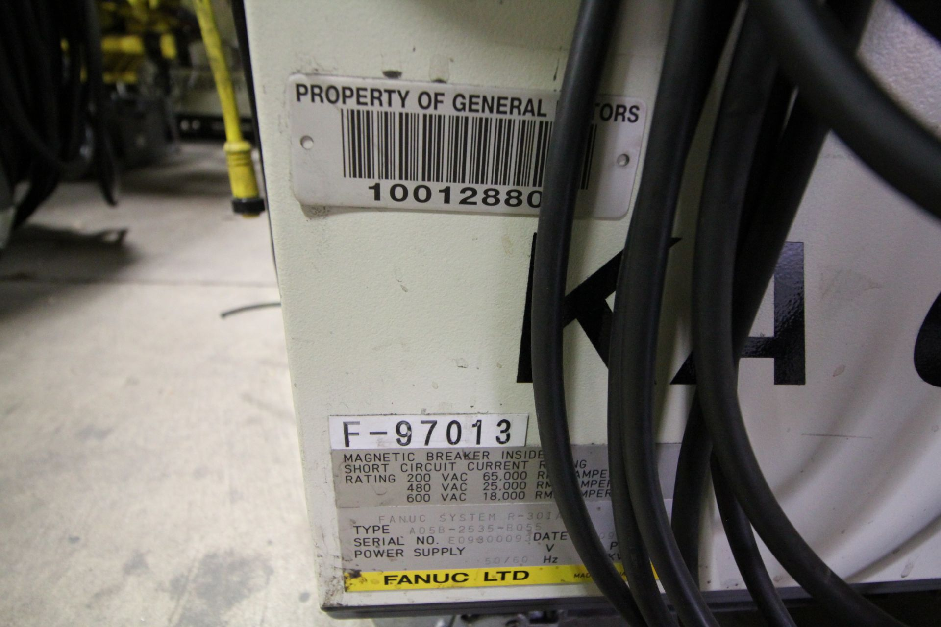 FANUC ROBOT R-2000iB/210F WITH R-30iA CONTROL, CABLES & TEACH PENDANT, SN 97013, YEAR 2009 - Image 7 of 8