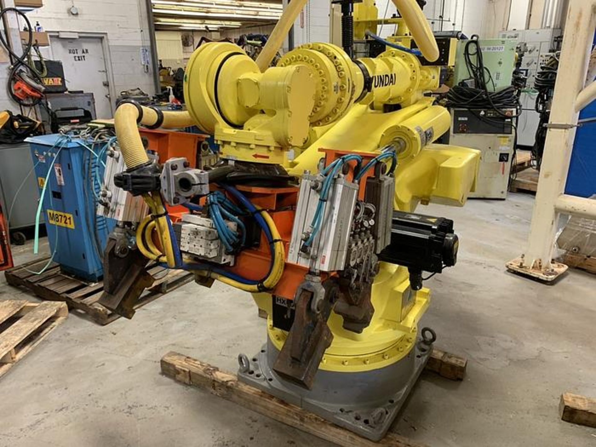 HYUNDIA MODEL HX400 400KG X 2573MM H REACH WITH Hi5-N80U CONTROLLER 6 AXIS CNC ROBOT, YEAR 2012 - Image 3 of 19