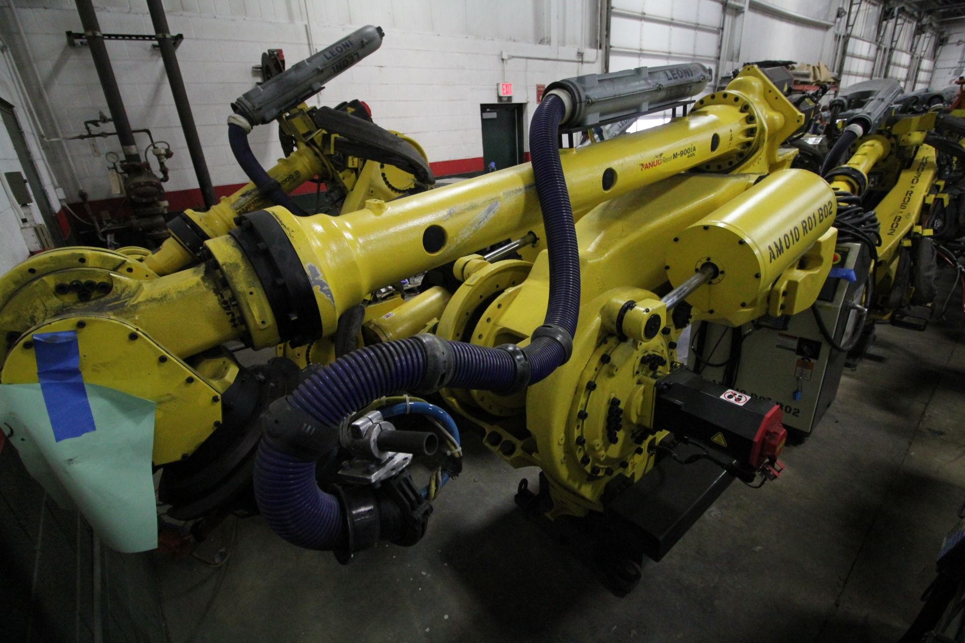 FANUC ROBOT M-900iA/400L WITH R-30iA CONTROLLER, TEACHPENDANT AND CABLES, SN 153431, YEAR 2014