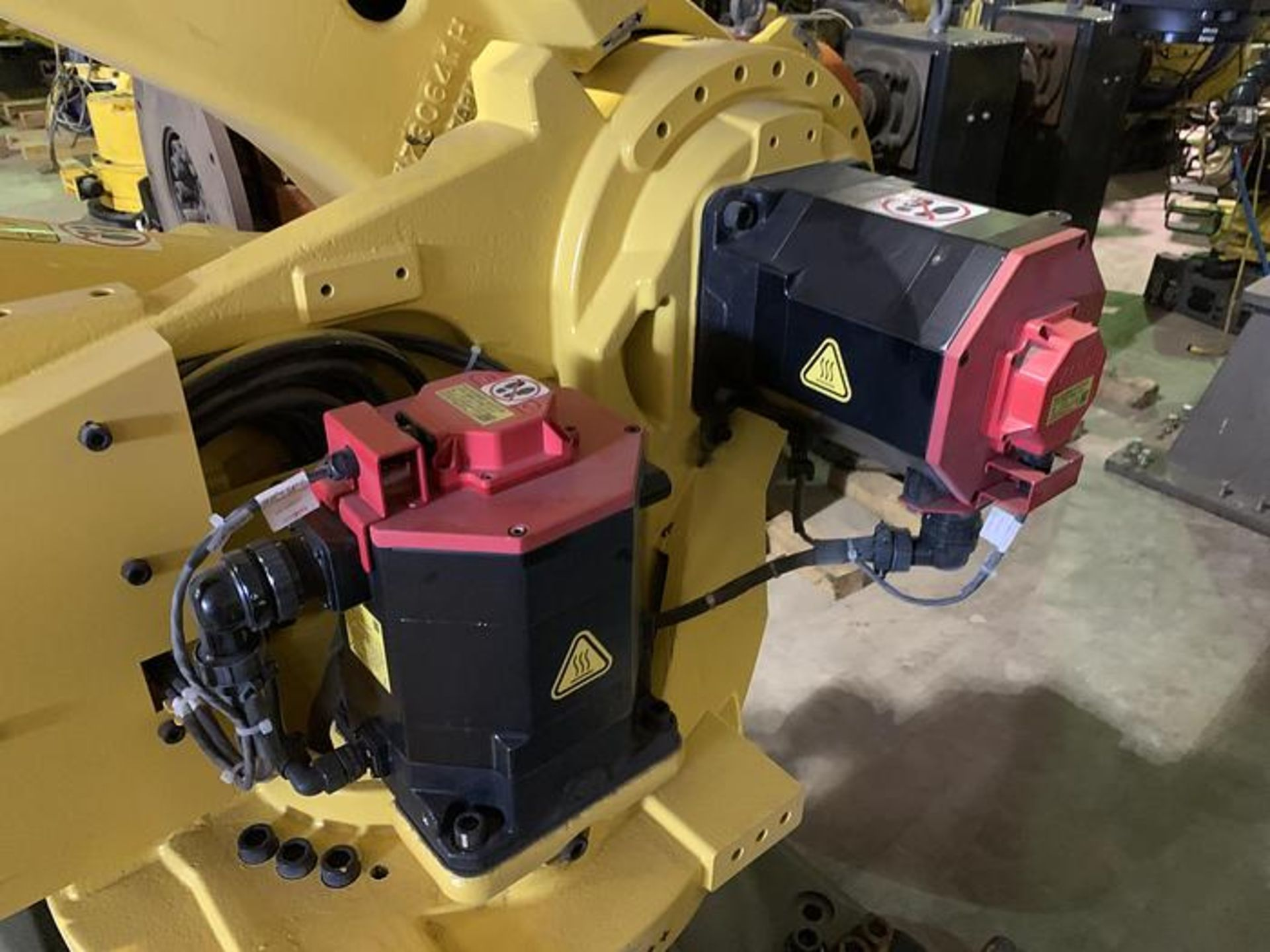 FANUC R2000iC/125L 6 AXIS CNC ROBOT WITH R30iB CONTROLLER, IR VISION, CABLES & REACH - Image 7 of 17