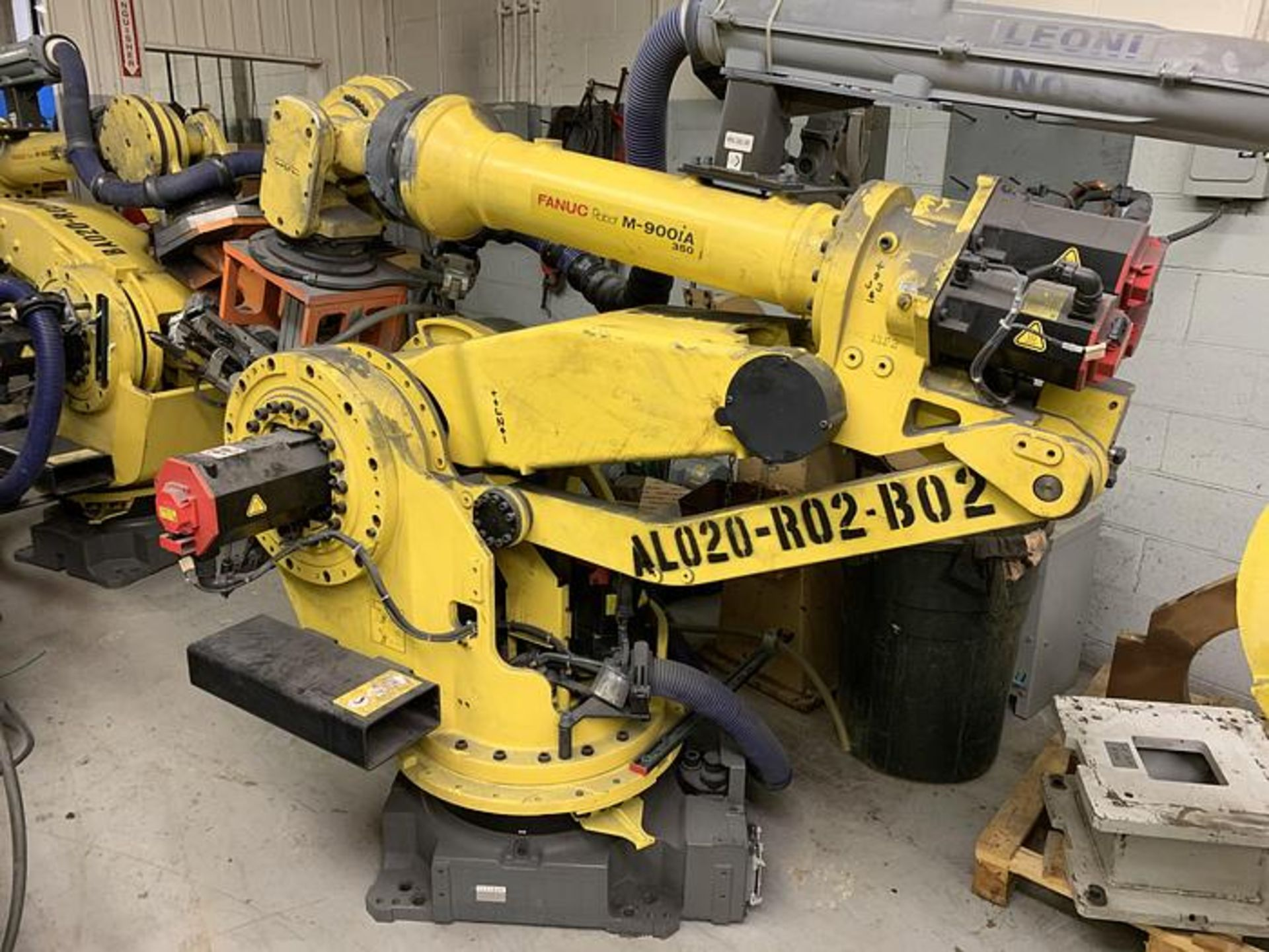 FANUC M900iA/350 6 AXIS ROBOT WITH R30iA CONTROLLER MACHINE, CABLES & TEACH SN F111634, YEAR 2011