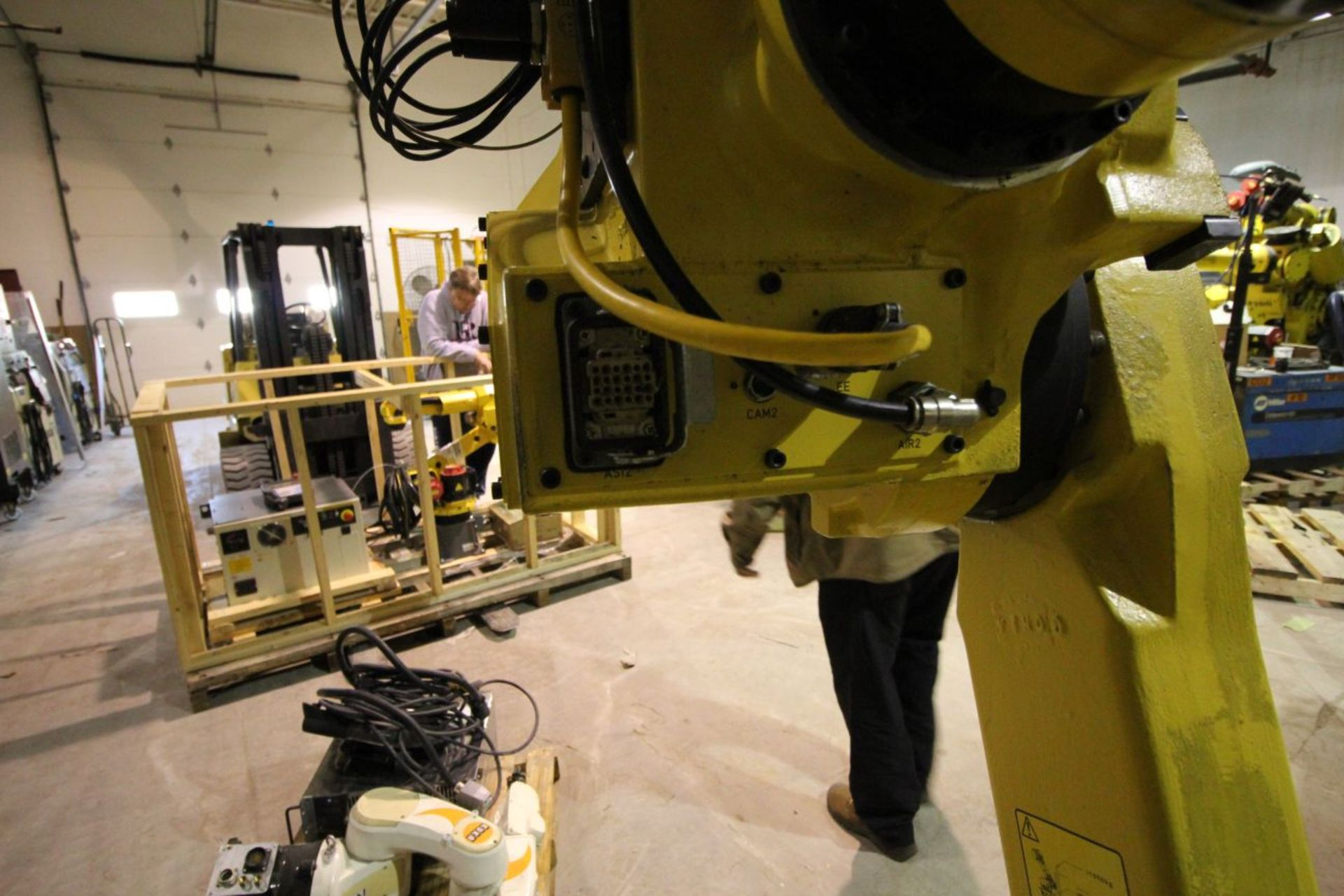 FANUC M710iC/50 6 AXIS CNC ROBOT WITH R30iA CONTROLLER AND VISION CONNECTIONS, SN 109513, YEAR 2011 - Image 4 of 8