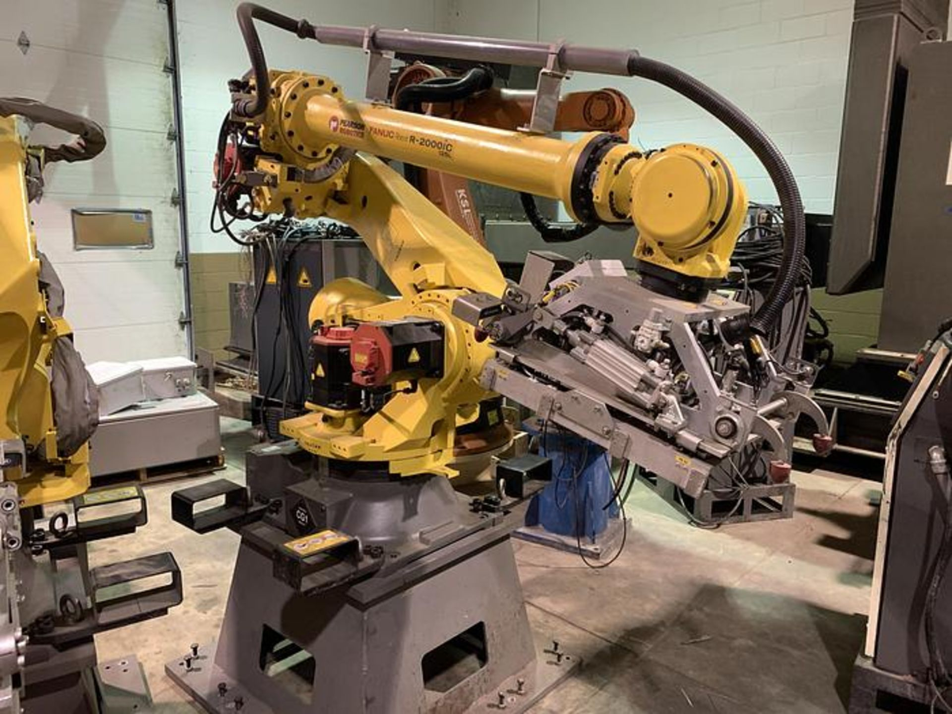 FANUC ROBOT R2000iC/125L 6 AXIS ROBOT WITH R30iB CONTROLLER, IR VISION, SN 194246, CABLES & TEACH - Image 2 of 19
