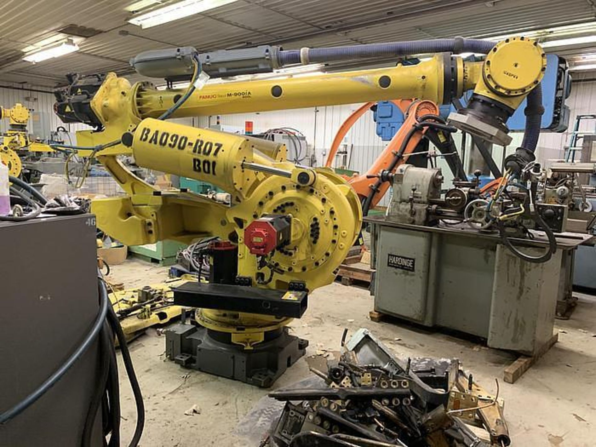 FANUC M900iA/400L 6 AXIS CNC ROBOT WITH R30iA CONTROLLER, CABLES & TEACH, SN F113428, YEAR 2011 - Image 4 of 6