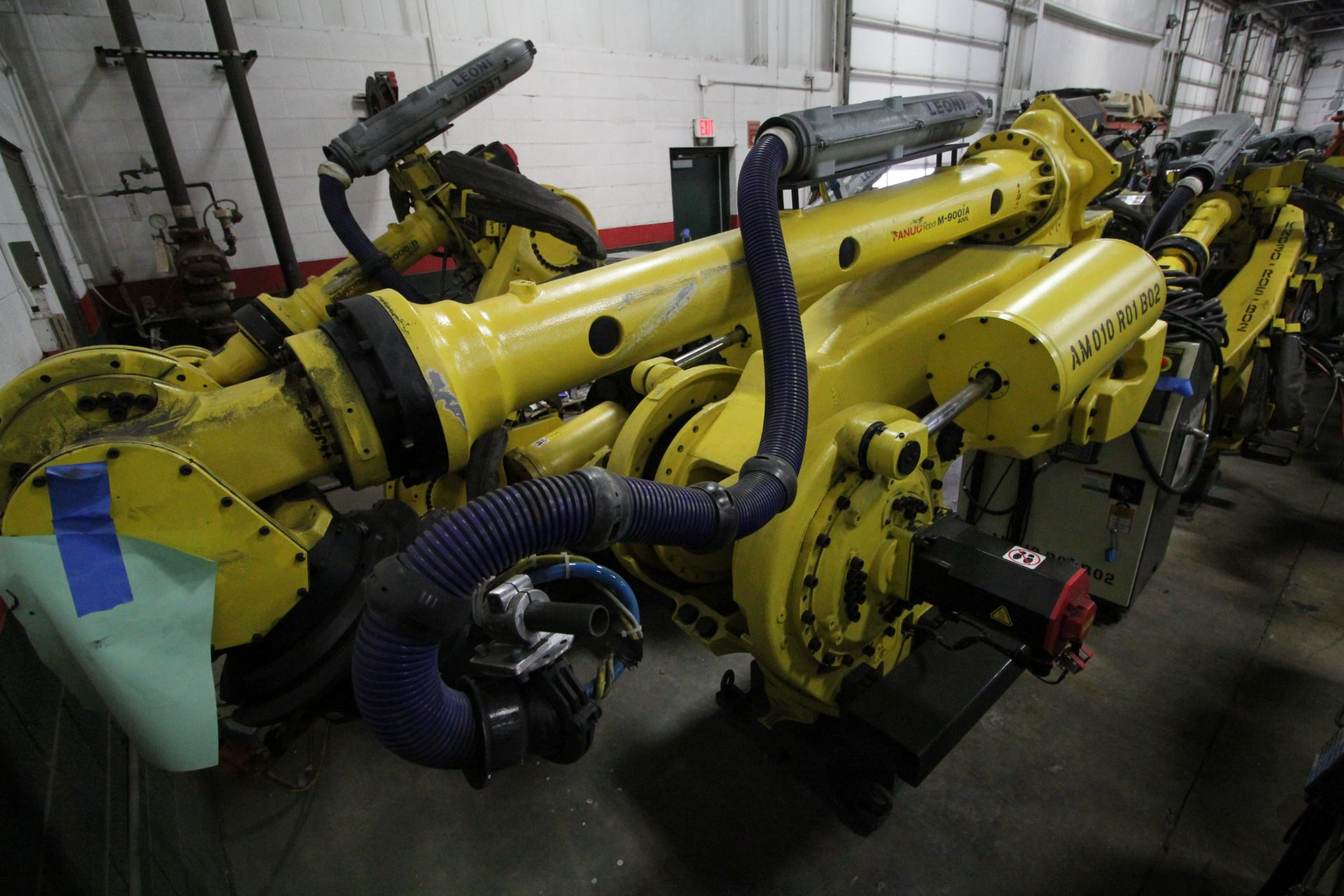 FANUC ROBOT M-900iA/400L WITH R-30iA CONTROLLER, TEACHPENDANT AND CABLES, SN 153431, YEAR 2014 - Image 4 of 11