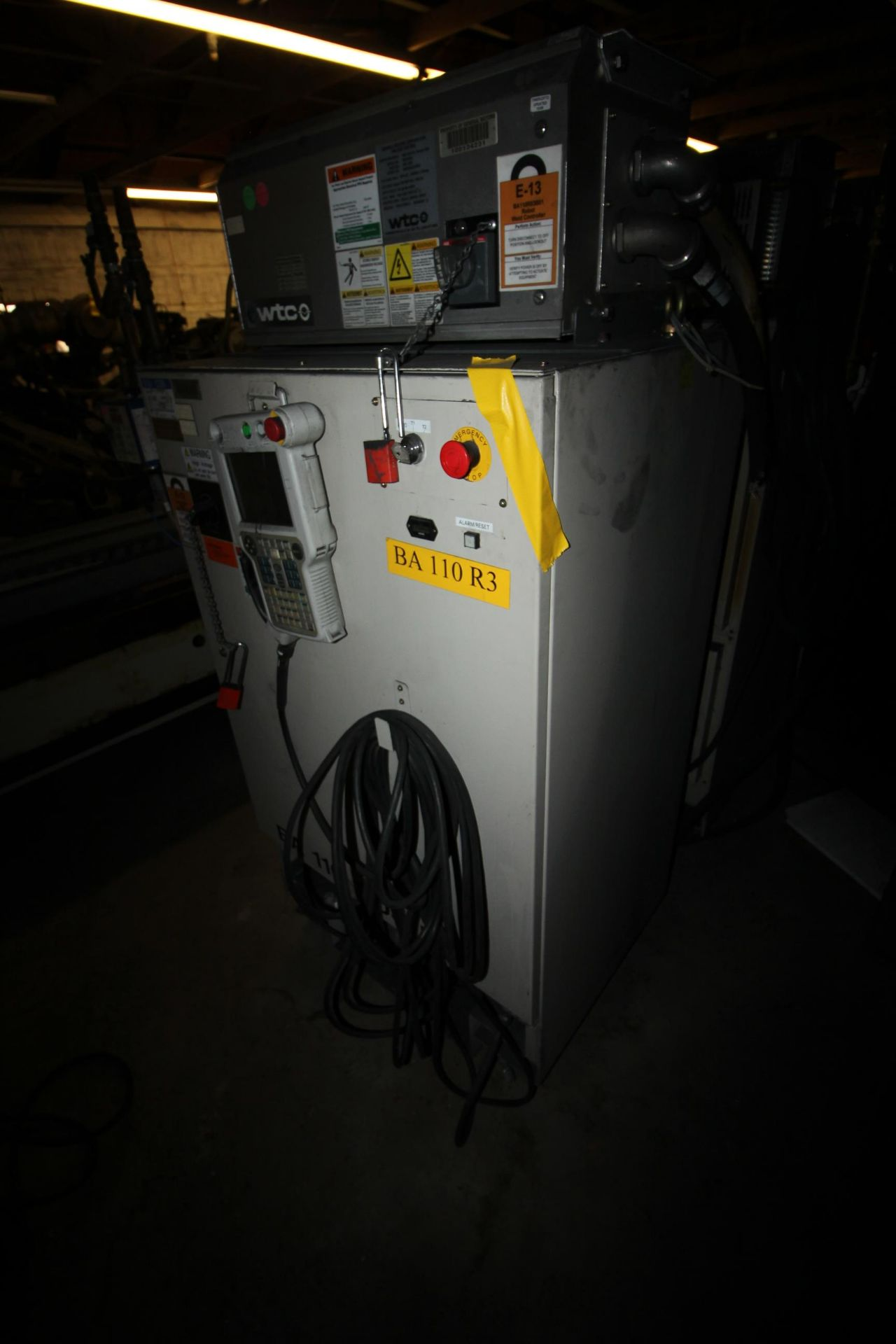 MOTOMAN ROBOT ES200N, NX100 CONTROL, SN S5M255-1-2, YEAR 2006, CABLES AND TEACH PENDANT - Image 5 of 11