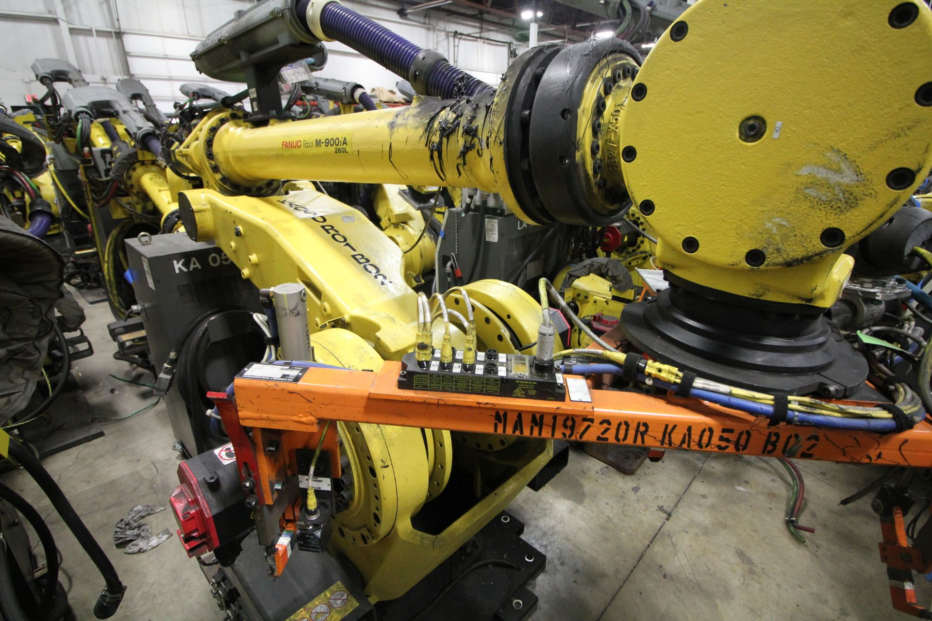 FANUC ROBOT M900iA/260L WITH R-30iA CONTROL, CABLES & TEACH PENDANT, SN 97368, YEAR 2009 - Image 2 of 9