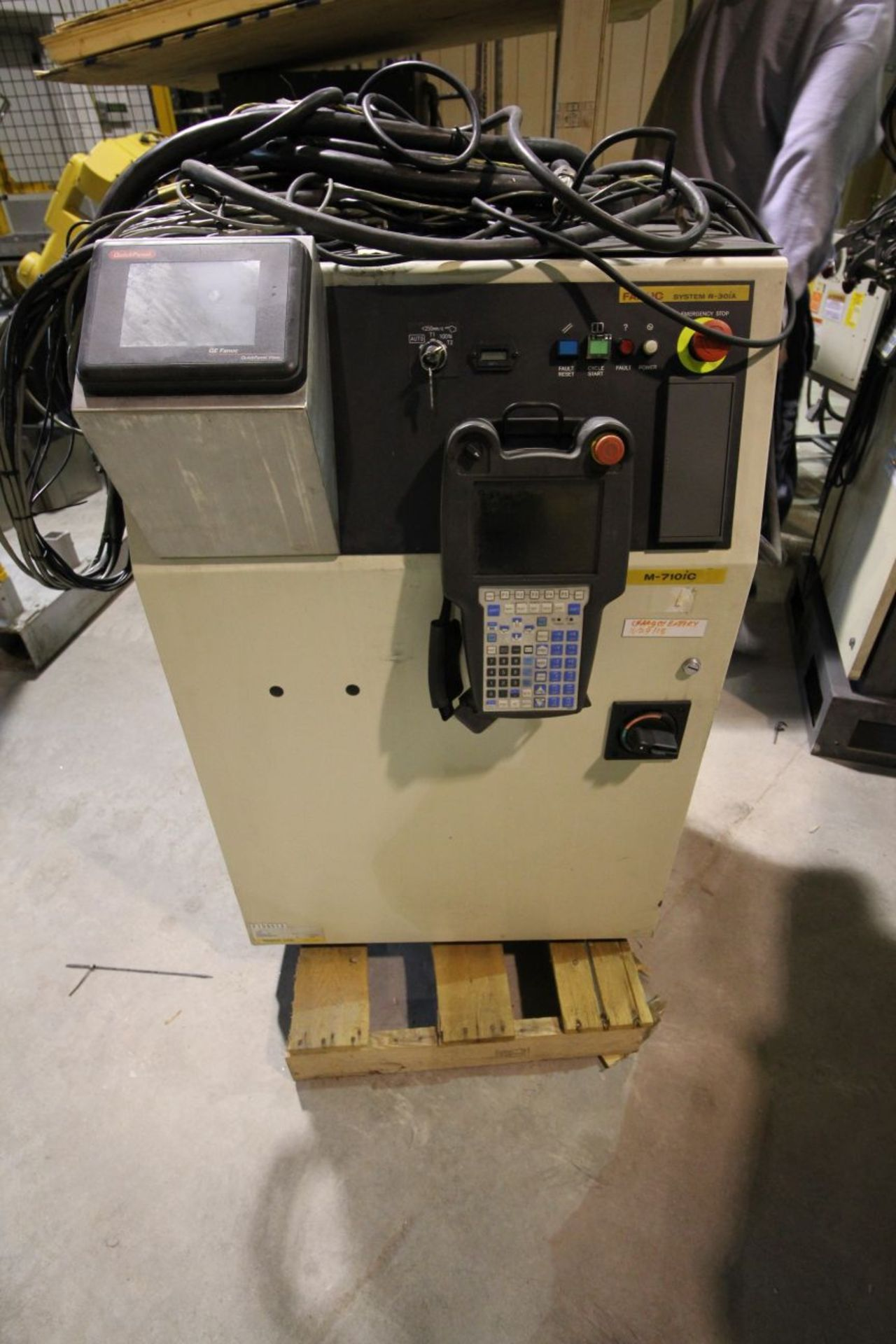 FANUC M710iC/50 6 AXIS CNC ROBOT WITH R30iA CONTROLLER AND VISION CONNECTIONS, SN 109513, YEAR 2011 - Image 5 of 8