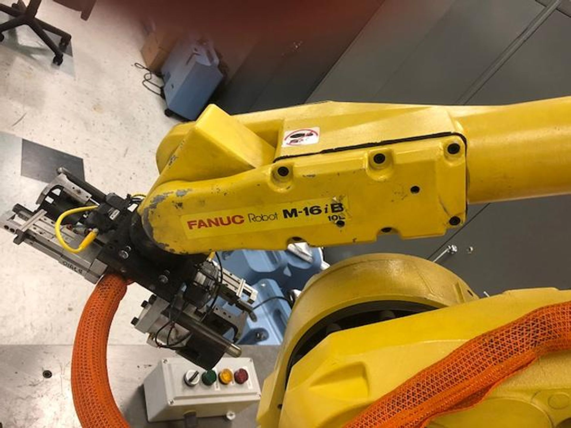 FANUC ROBOT M16iB/10L WITH RJ3iC (R30iA) CONTROLLER, TEACH & CABLES, YEAR 2006, SN 80306 - Image 6 of 17