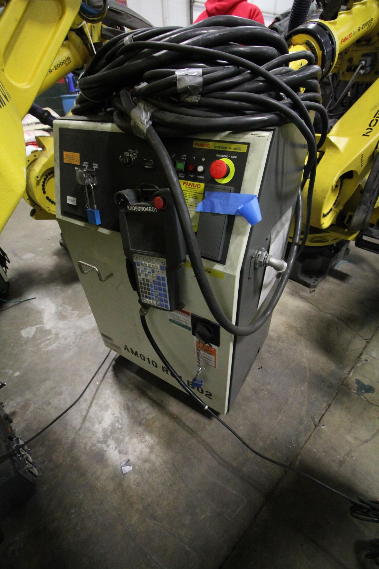 FANUC ROBOT M-900iA/400L WITH R-30iA CONTROLLER, TEACHPENDANT AND CABLES, SN 153431, YEAR 2014 - Image 8 of 11