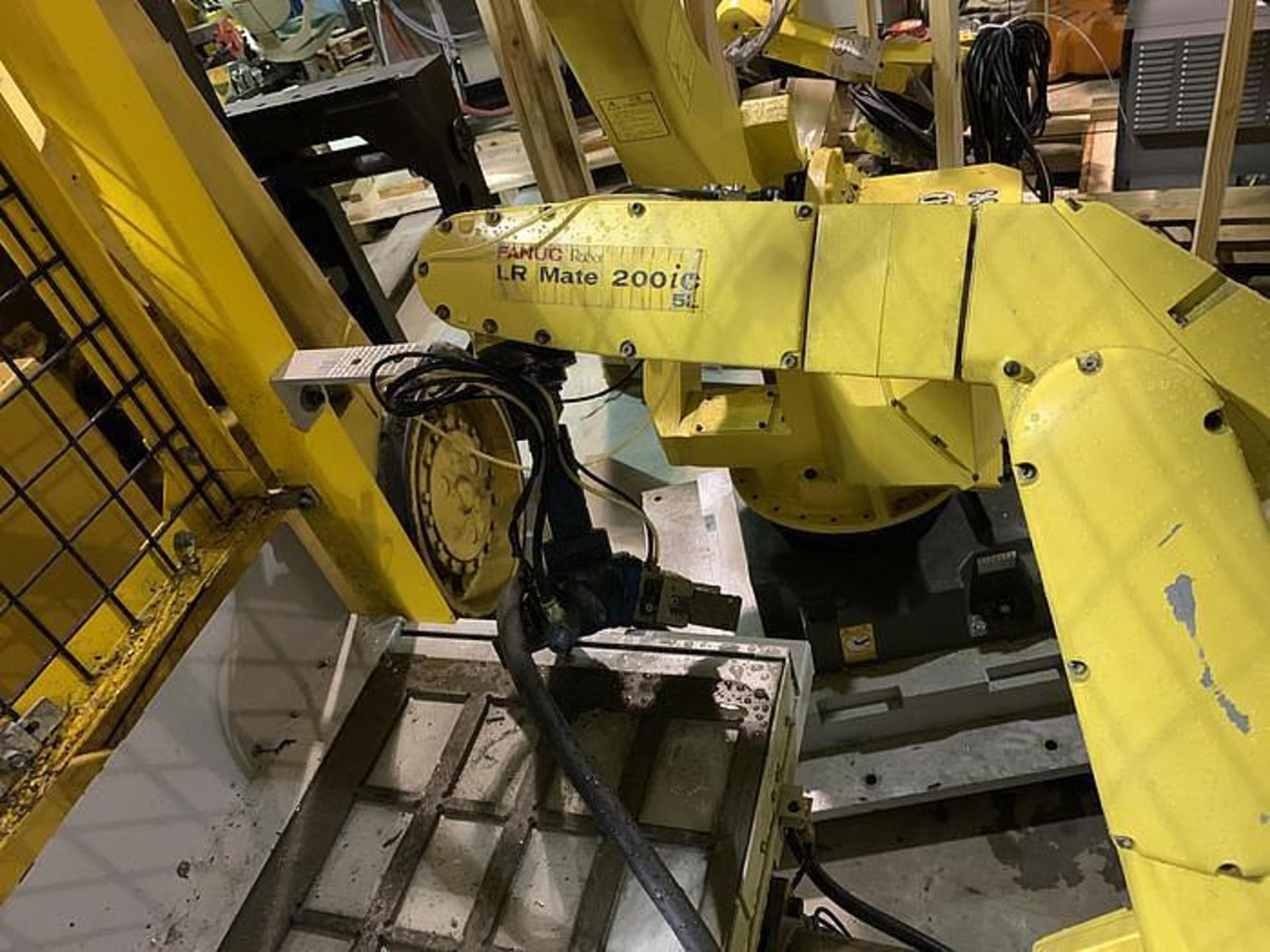 FANUC LR MATE 200iC/5L 6 AXIS CNC ROBOT WITH R30iA CONTROLLER, YEAR 2011, SN F113130 - Image 2 of 6