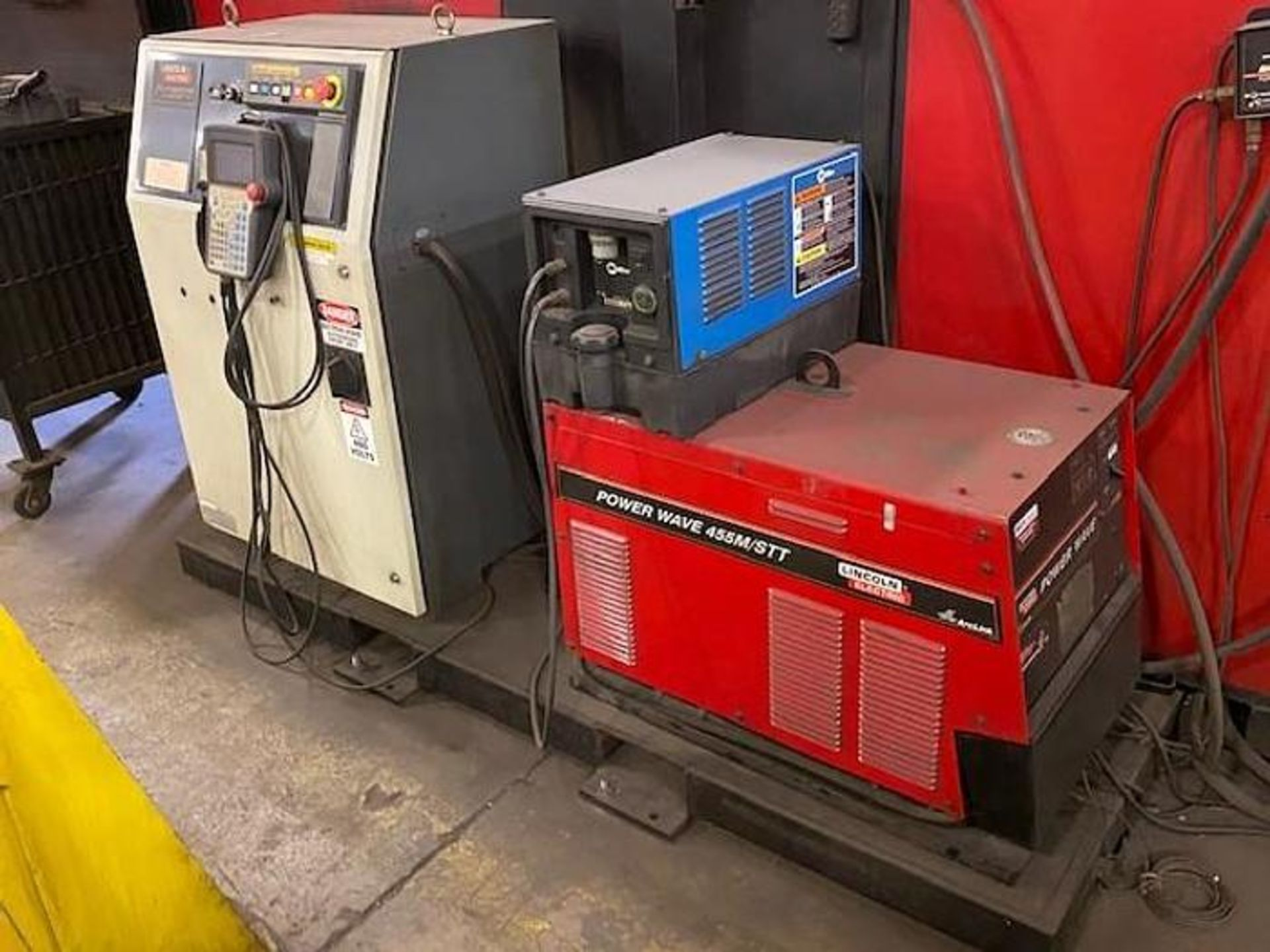 FANUC/LINCOLN DUAL TRUNION WELD CELL, FANUC ROBOT ARCMATE 120iB/10L WITH R-J3iB CONTROL - Image 5 of 11