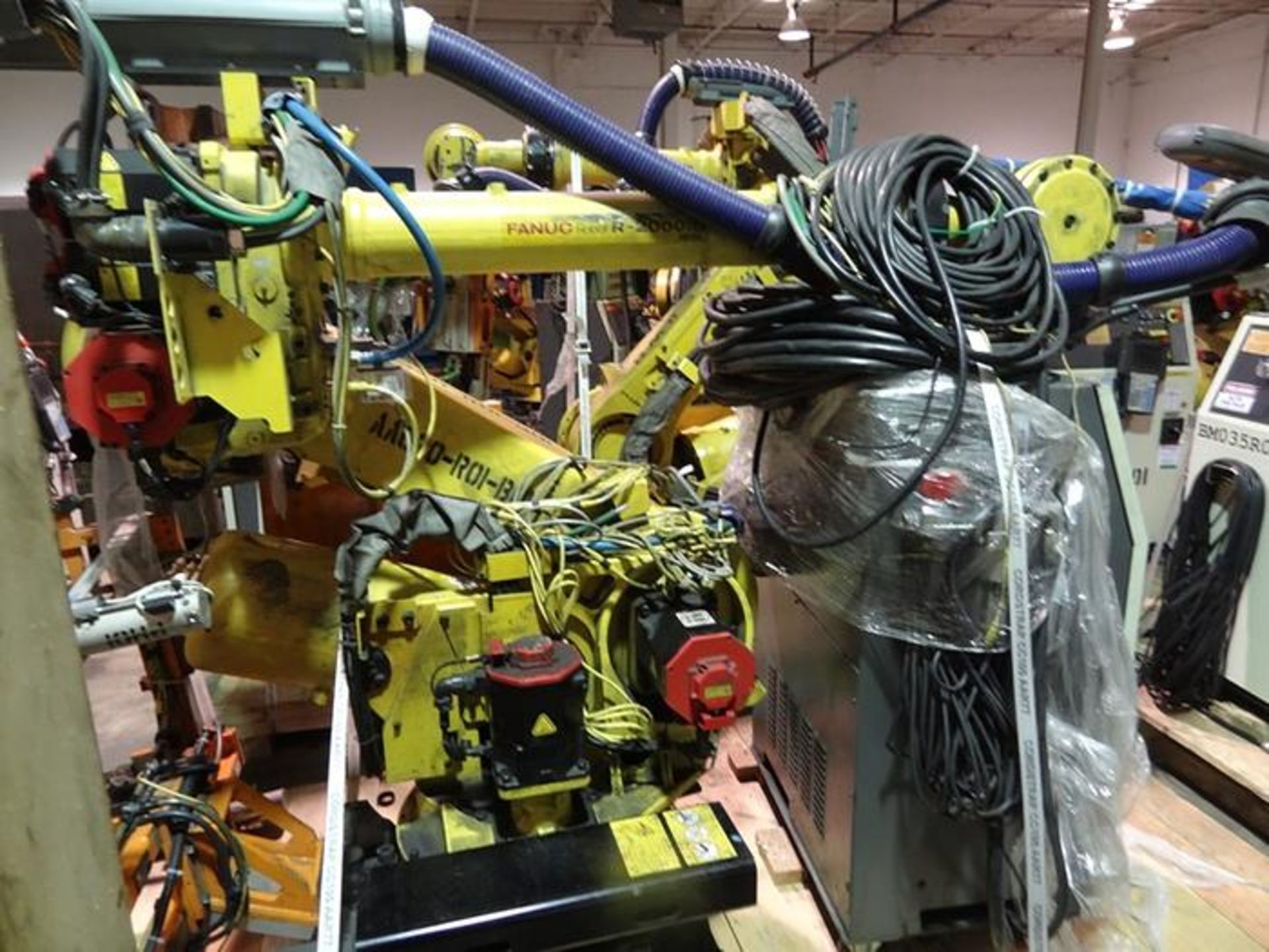 FANUC ROBOT R2000iB/185L WITH R30iA CONTROLLER, TEACH & CABLES, YEAR 2013, SN 132164 - Image 2 of 6