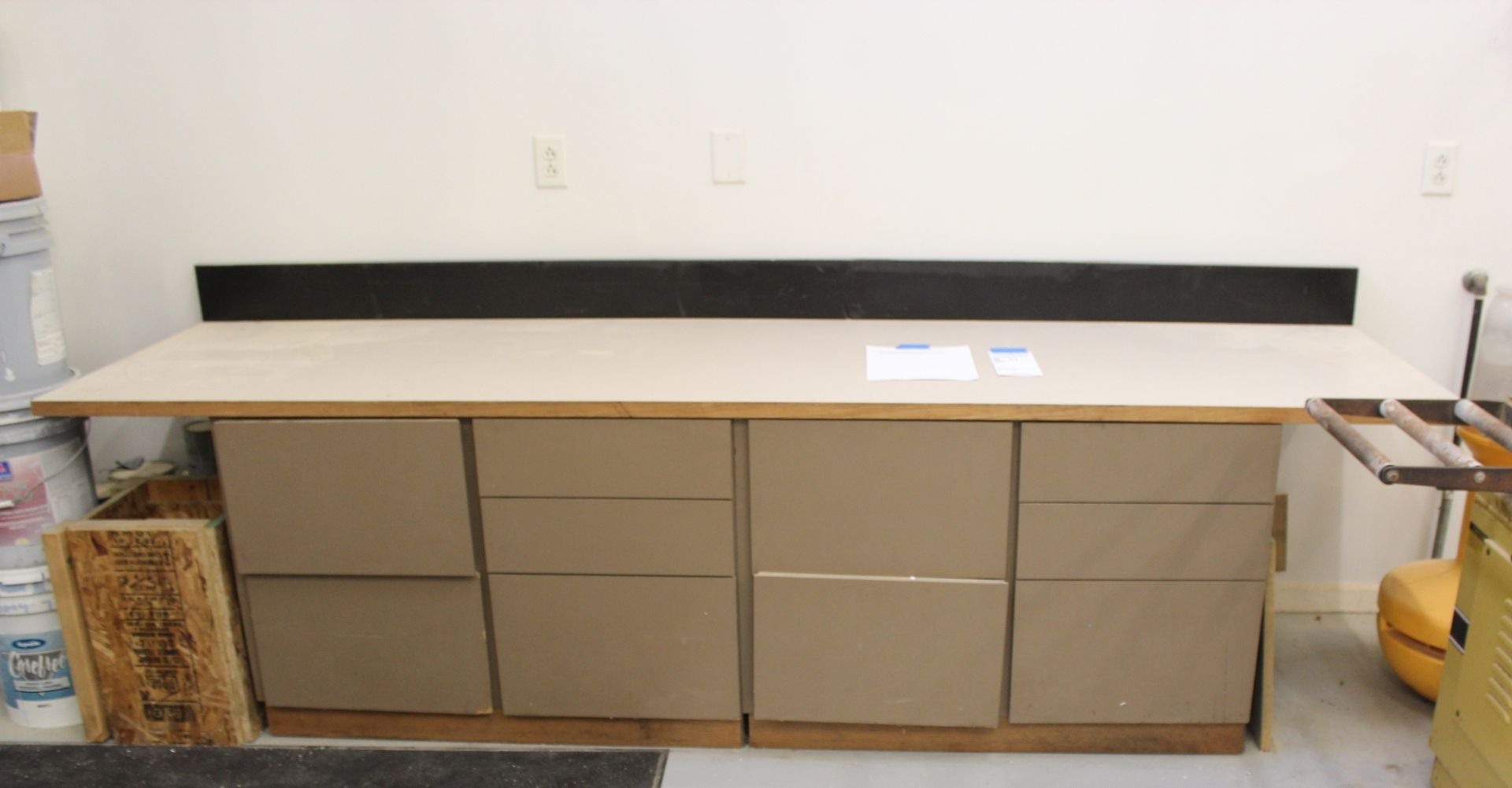 Lot 31 - Worshop Bench Unit with Drawers