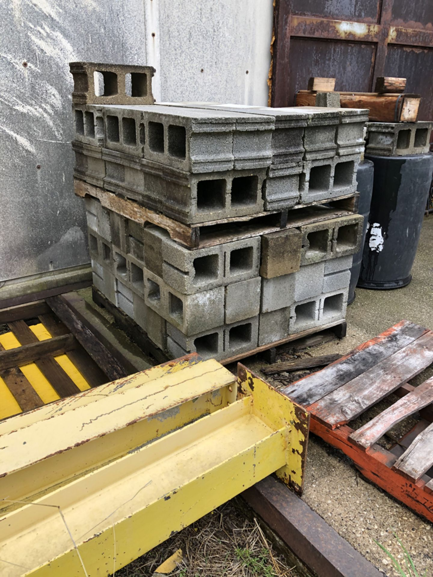 Lot 149c - approx. 75 new cement blocks
