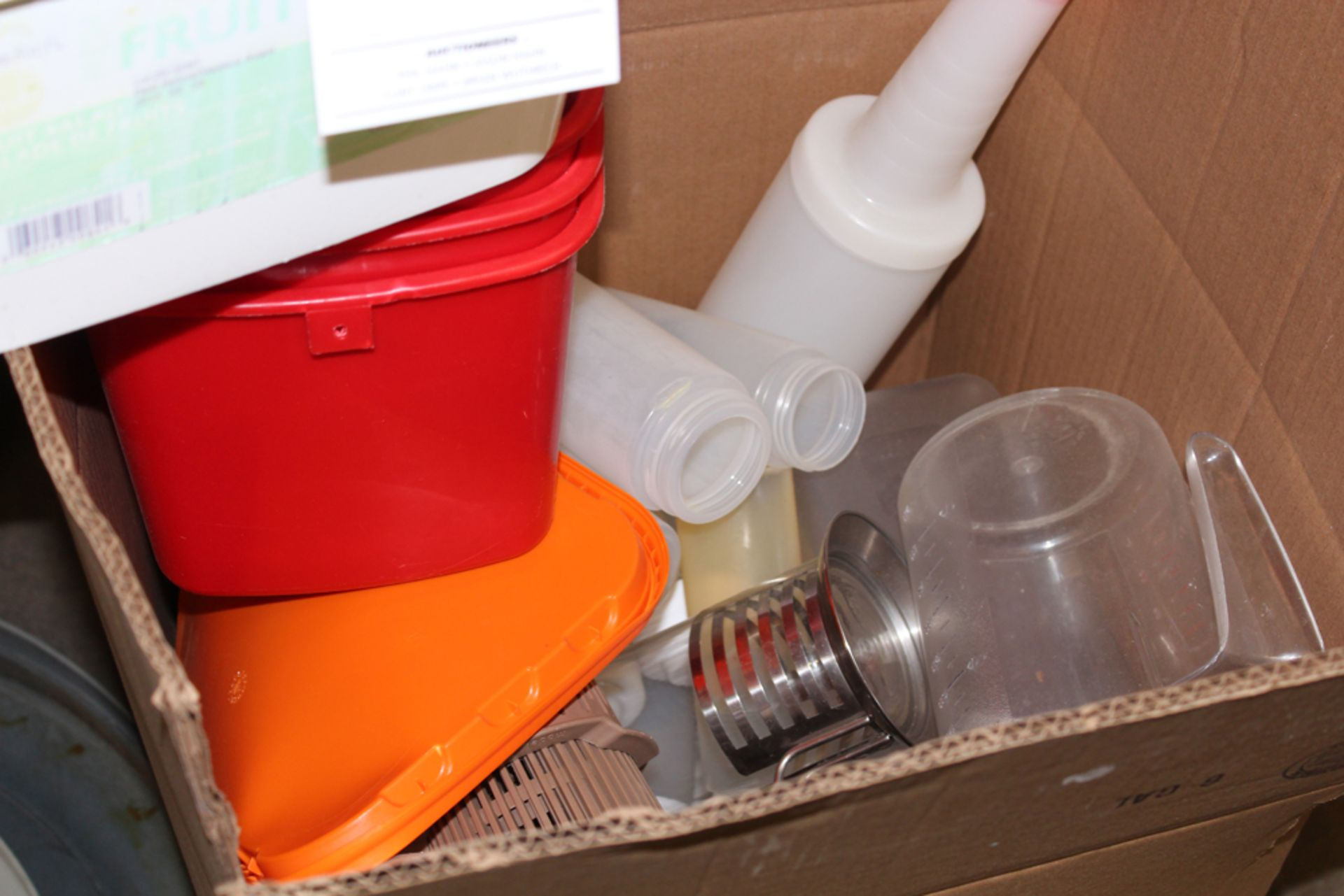 Lot 72 - trash cans and cambrio items
