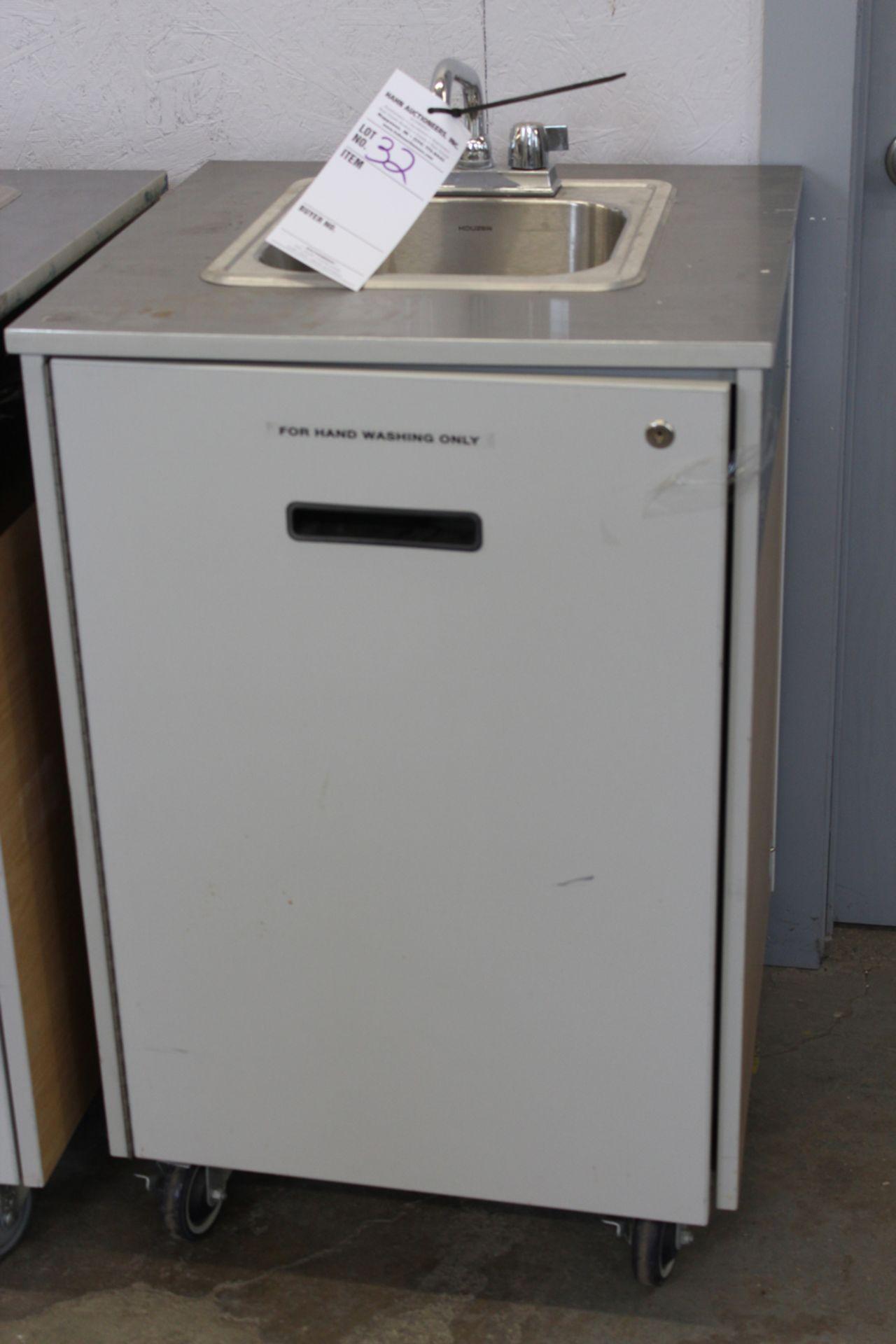 Lot 32 - Portable sink unit