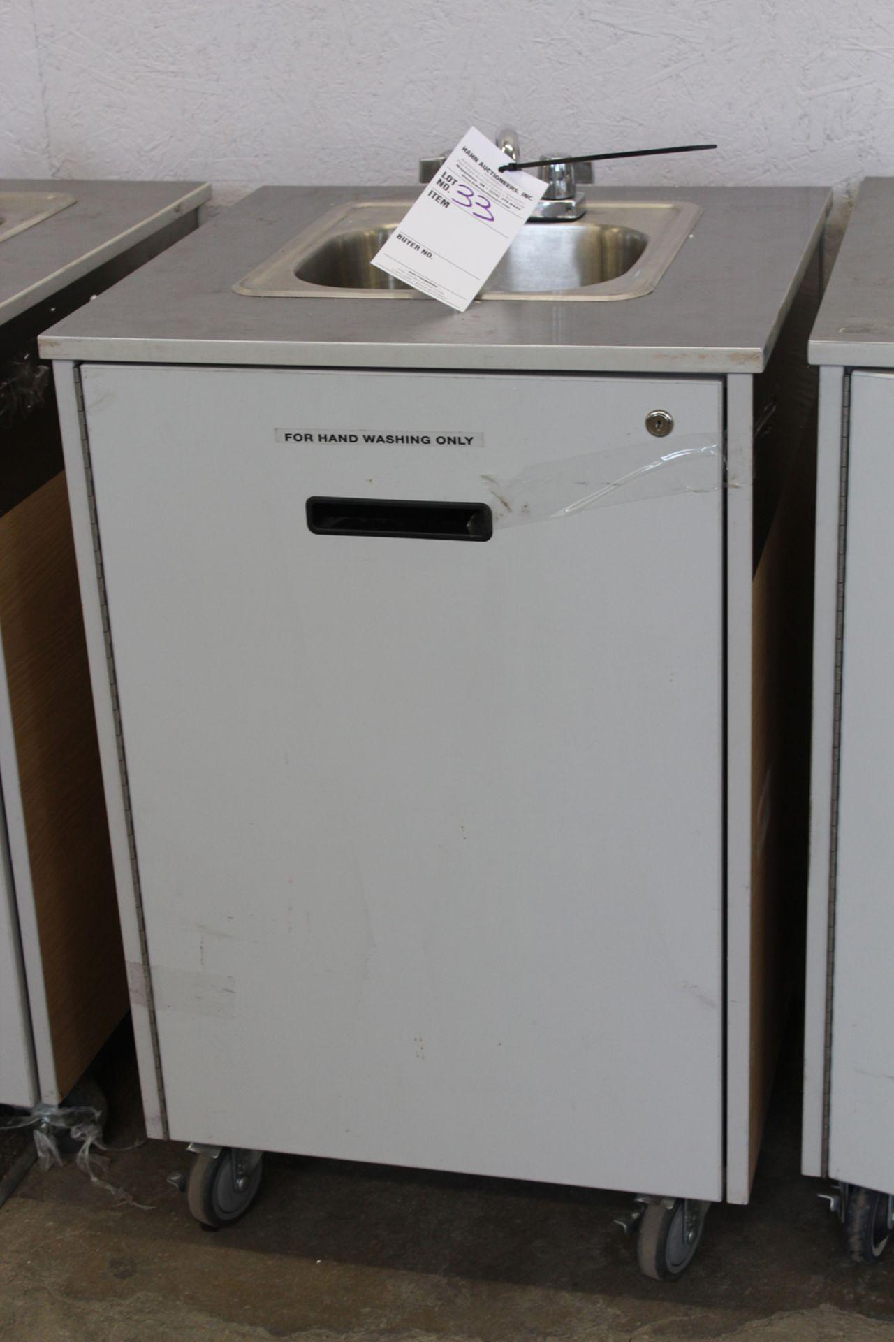 Lot 33 - Portable sink unit