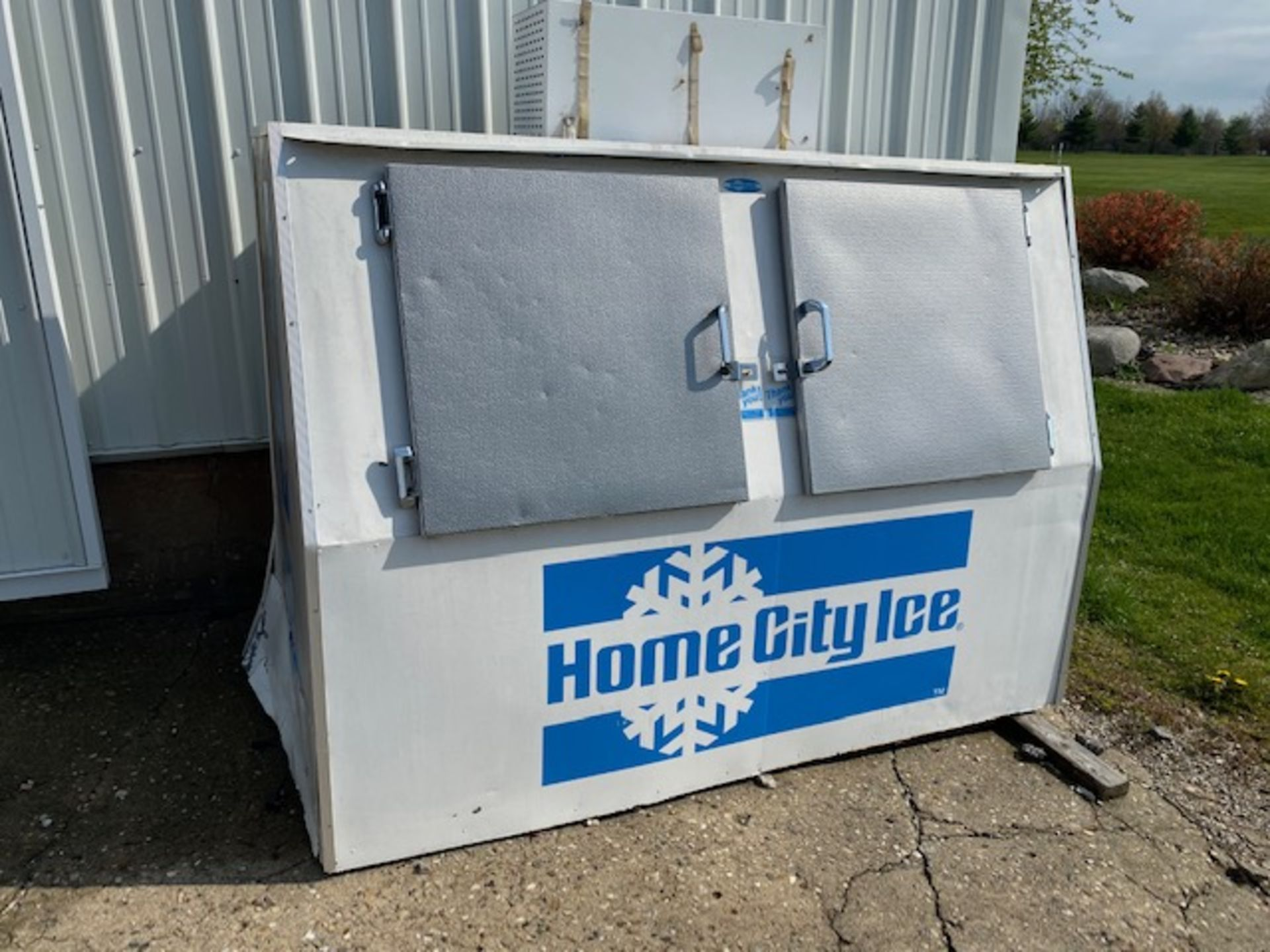Lot 10a - Home City Ice Chest - 2 Door