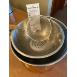 (5)varied round bowls including drainer