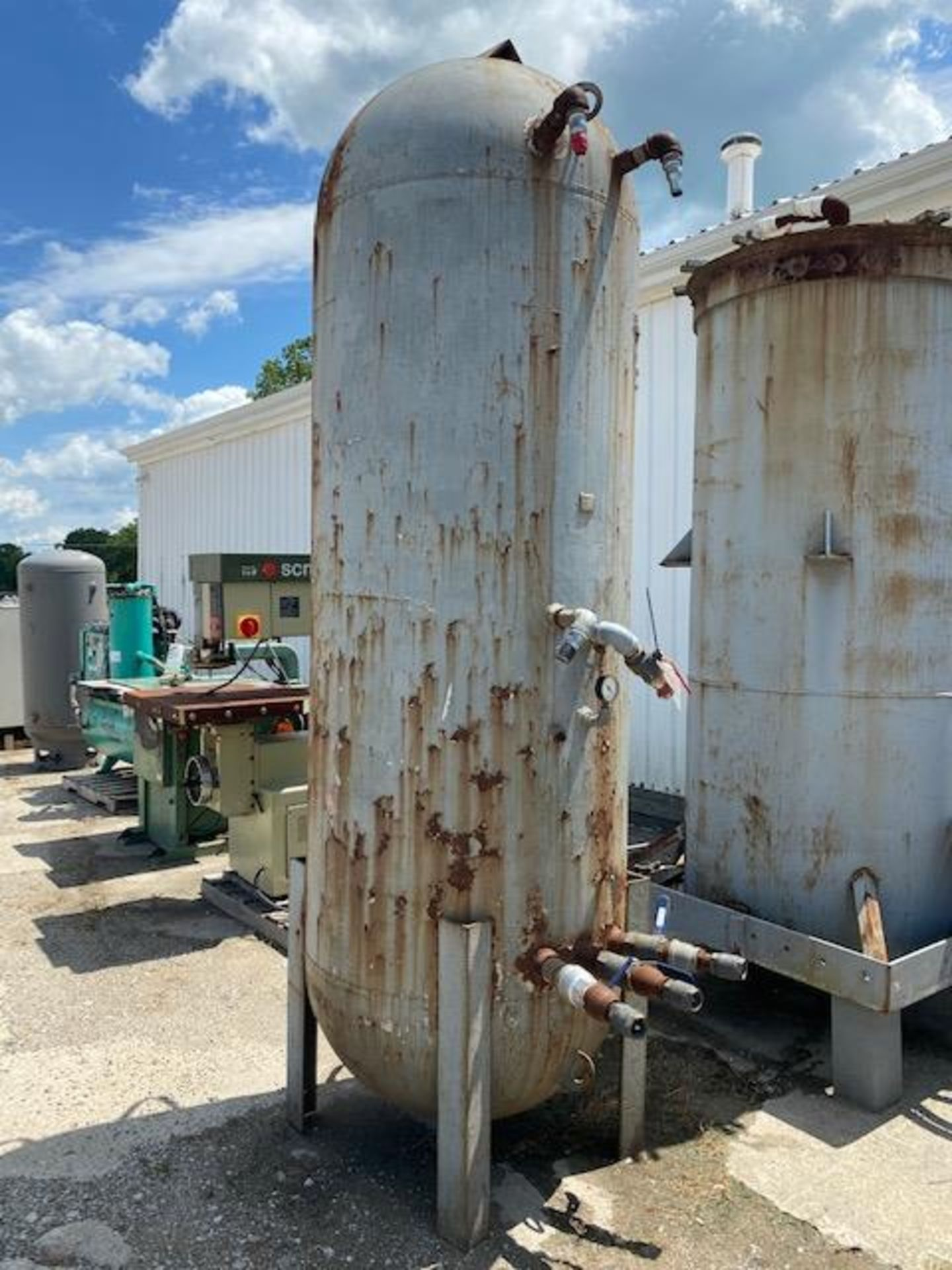 Lot 325a - LARGE INDUSTRIAL AIR TANK