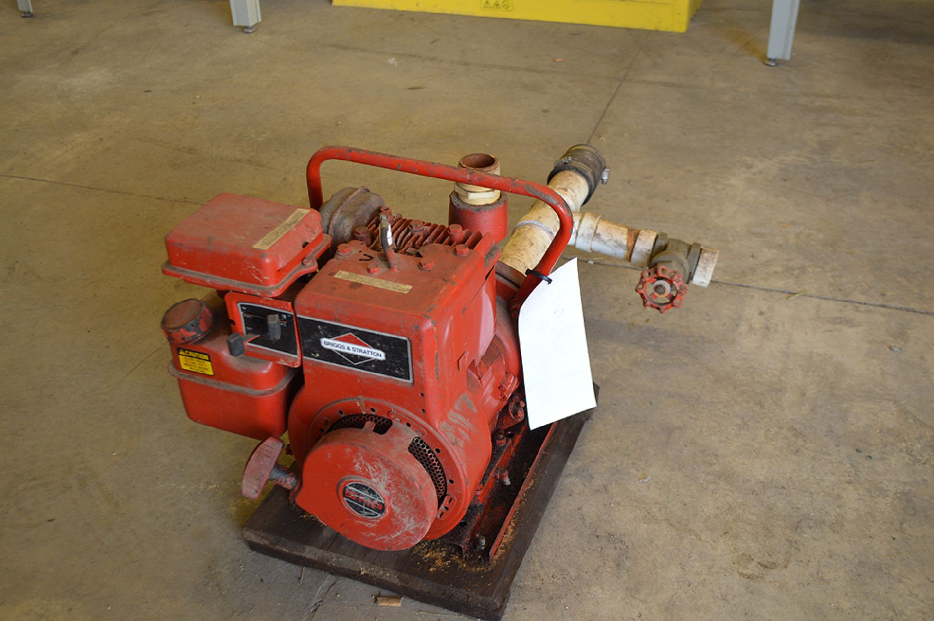 Lot 25 - BRIGGS AND STRATTON 5 HP TRANSFER PUMP