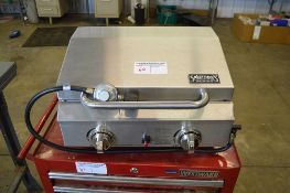 SPORTSMAN SERIES GAS GRILL IN GOOD CONDITION W/COVER
