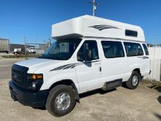 2009 FORD 9 PASSENGER SHUTTLE BUS WITH LIFT
