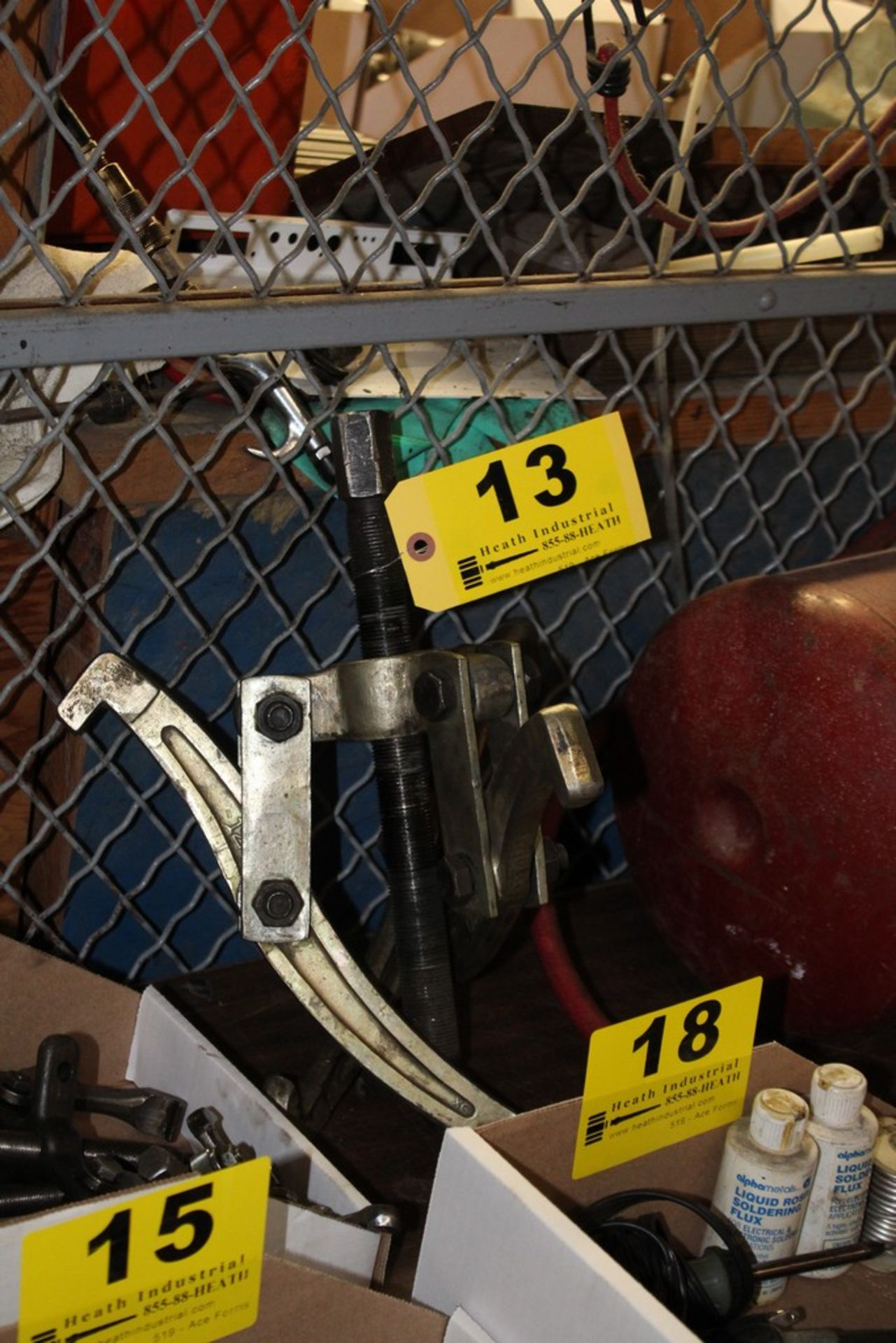 Lot 13 - HEAVY DUTY 3-JAW GEAR PULLER