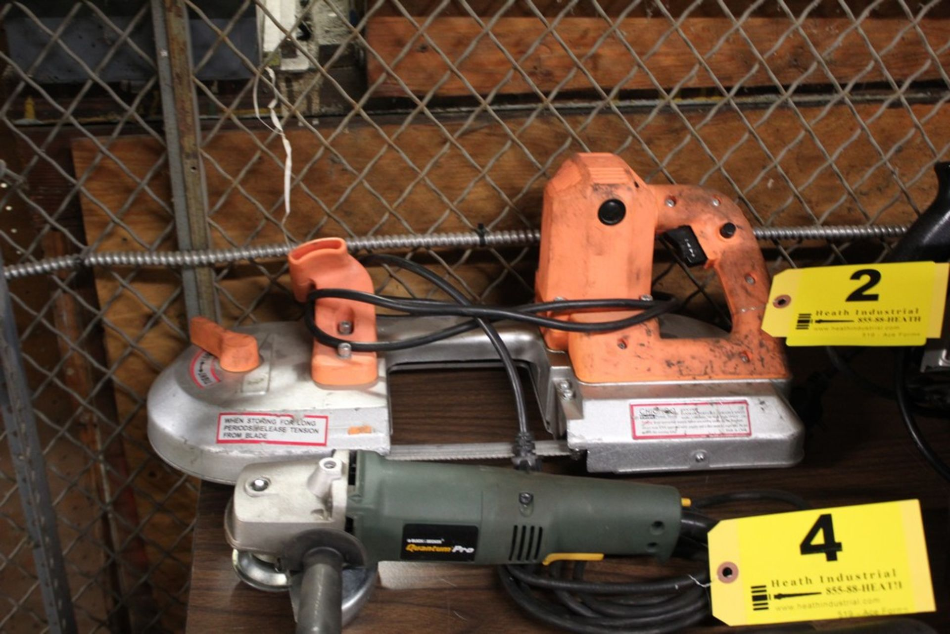 Lot 2 - CHICAGO ELECTRIC MODEL 47840 PORTABLE BAND SAW, VARIABLE SPEED