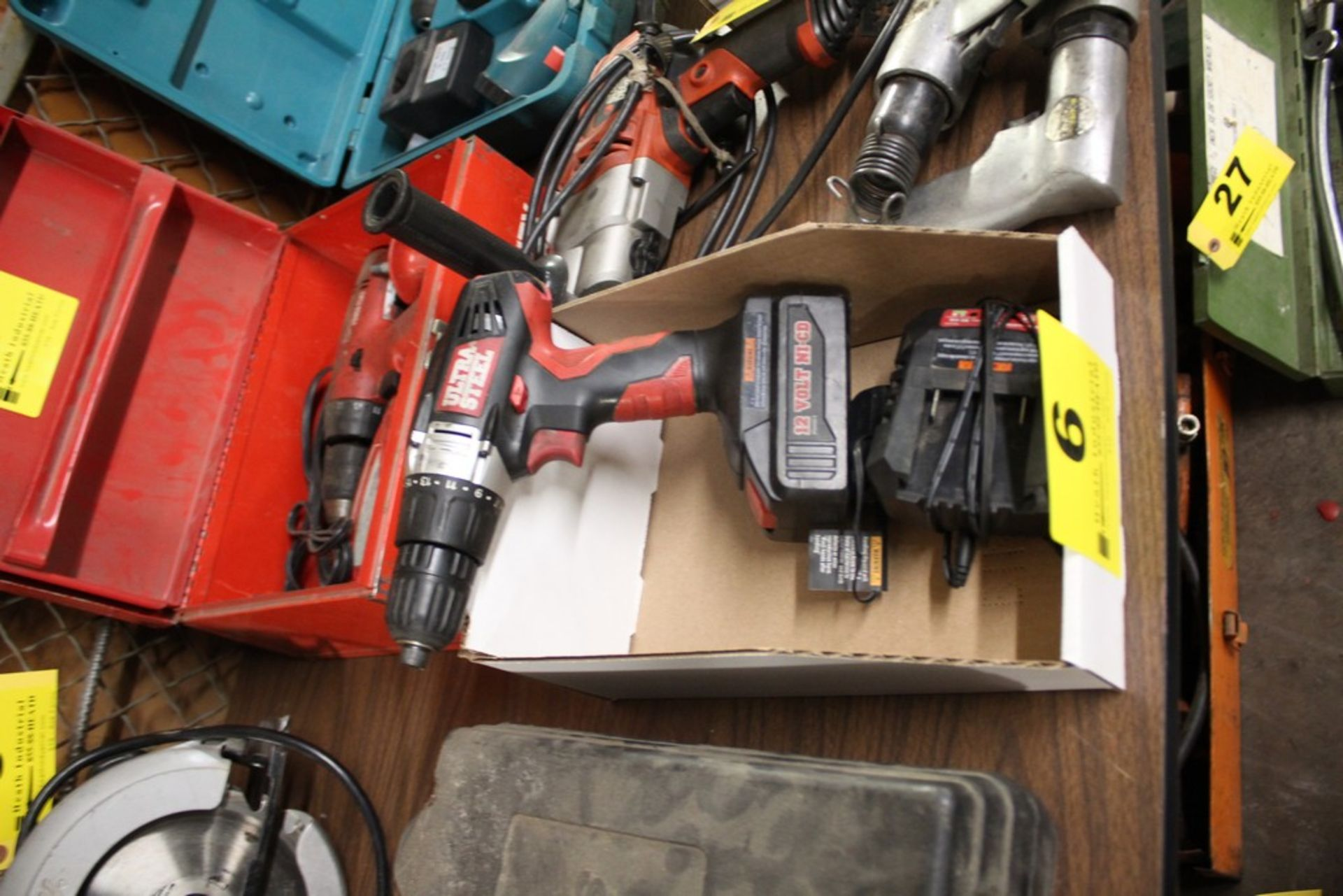 Lot 6 - ULTRA STEEL 12V CORDLESS DRIVER WITH CHARGER