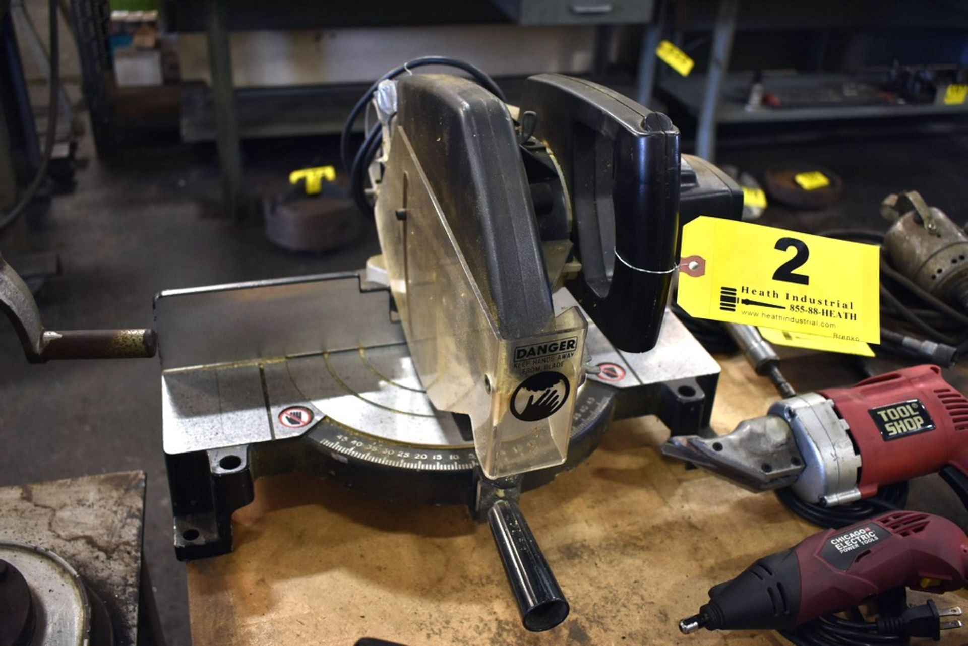 Lot 2 - BLACK AND DECKER 1701 POWER MITER SAW