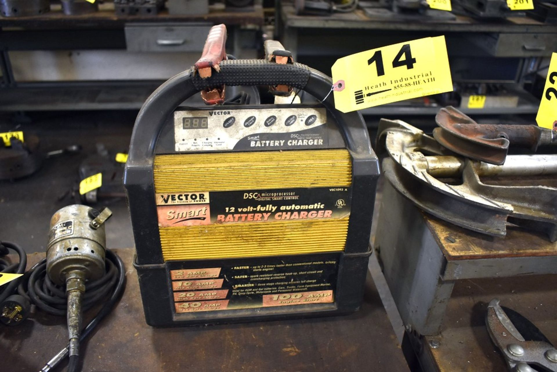 Lot 14 - VECTOR 12 VOLT AUTOMATIC BATTERY CHARGER