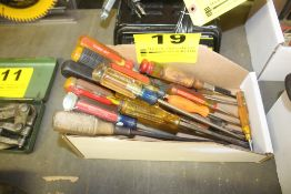 ASSORTED SCREWDRIVERS IN BOX
