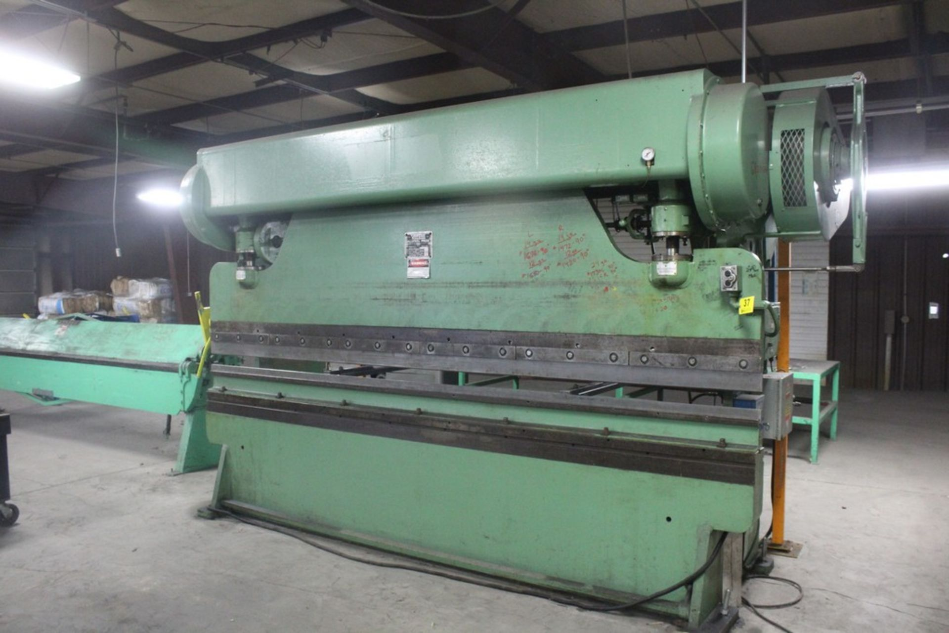 Lot 37 - Verson Model 2010-65 Mechanical Power Press Brake, Serial Number: 20844 90 Ton - 12' Overall - Air