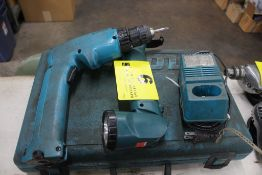 MAKITA MODEL 6095D ELECTRIG DRILL, FLASHLIGHT W/ CHARGER