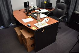 EXECUTIVE DESK WITH RIGHT HAND RETURN, WITH EXECUTIVE CHAIR