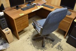 WOOD EXECUTIVE DESK WITH RIGHT HAND RETURN, EXECUTIVE CHAIR